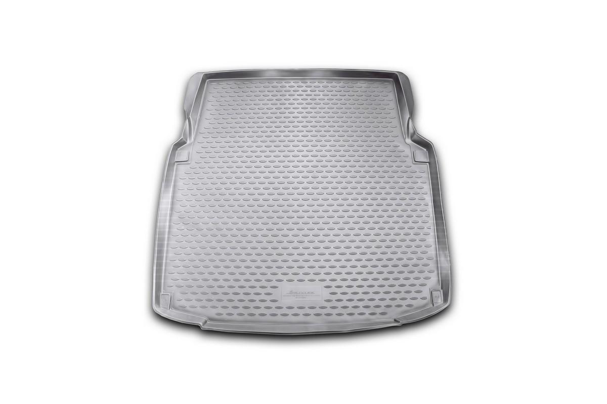 Коврик автомобильный Novline-Autofamily для Mercedes-Benz СLS-Klasse W219 купе 2004-, в багажник. NLC.34.30.B160109010201Автомобильный коврик Novline-Autofamily, изготовленный из полиуретана, позволит вам без особых усилий содержать в чистоте багажный отсек вашего авто и при этом перевозить в нем абсолютно любые грузы. Этот модельный коврик идеально подойдет по размерам багажнику вашего автомобиля. Такой автомобильный коврик гарантированно защитит багажник от грязи, мусора и пыли, которые постоянно скапливаются в этом отсеке. А кроме того, поддон не пропускает влагу. Все это надолго убережет важную часть кузова от износа. Коврик в багажнике сильно упростит для вас уборку. Согласитесь, гораздо проще достать и почистить один коврик, нежели весь багажный отсек. Тем более, что поддон достаточно просто вынимается и вставляется обратно. Мыть коврик для багажника из полиуретана можно любыми чистящими средствами или просто водой. При этом много времени у вас уборка не отнимет, ведь полиуретан устойчив к загрязнениям.Если вам приходится перевозить в багажнике тяжелые грузы, за сохранность коврика можете не беспокоиться. Он сделан из прочного материала, который не деформируется при механических нагрузках и устойчив даже к экстремальным температурам. А кроме того, коврик для багажника надежно фиксируется и не сдвигается во время поездки, что является дополнительной гарантией сохранности вашего багажа.Коврик имеет форму и размеры, соответствующие модели данного автомобиля.