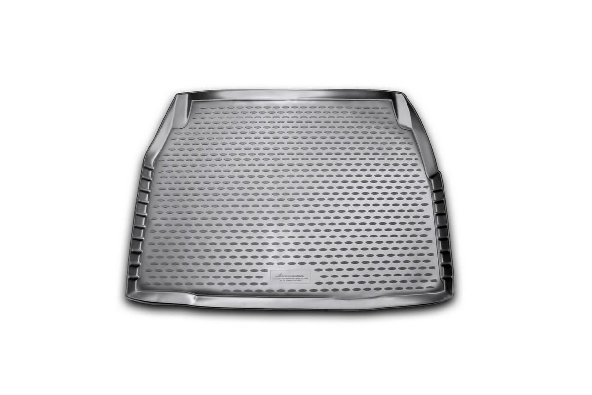 Коврик в багажник автомобиля Novline-Autofamily для Mercedes-Benz E-class w210, 1995 - 2002Ветерок 2ГФАвтомобильный коврик в багажник позволит вам без особых усилий содержать в чистоте багажный отсек вашего авто и при этом перевозить в нем абсолютно любые грузы. Такой автомобильный коврик гарантированно защитит багажник вашего автомобиля от грязи, мусора и пыли, которые постоянно скапливаются в этом отсеке. А кроме того, поддон не пропускает влагу. Все это надолго убережет важную часть кузова от износа. Мыть коврик для багажника из полиуретана можно любыми чистящими средствами или просто водой. При этом много времени уборка не отнимет, ведь полиуретан устойчив к загрязнениям.Если вам приходится перевозить в багажнике тяжелые грузы, за сохранность автоковрика можете не беспокоиться. Он сделан из прочного материала, который не деформируется при механических нагрузках и устойчив даже к экстремальным температурам. А кроме того, коврик для багажника надежно фиксируется и не сдвигается во время поездки - это дополнительная гарантия сохранности вашего багажа.