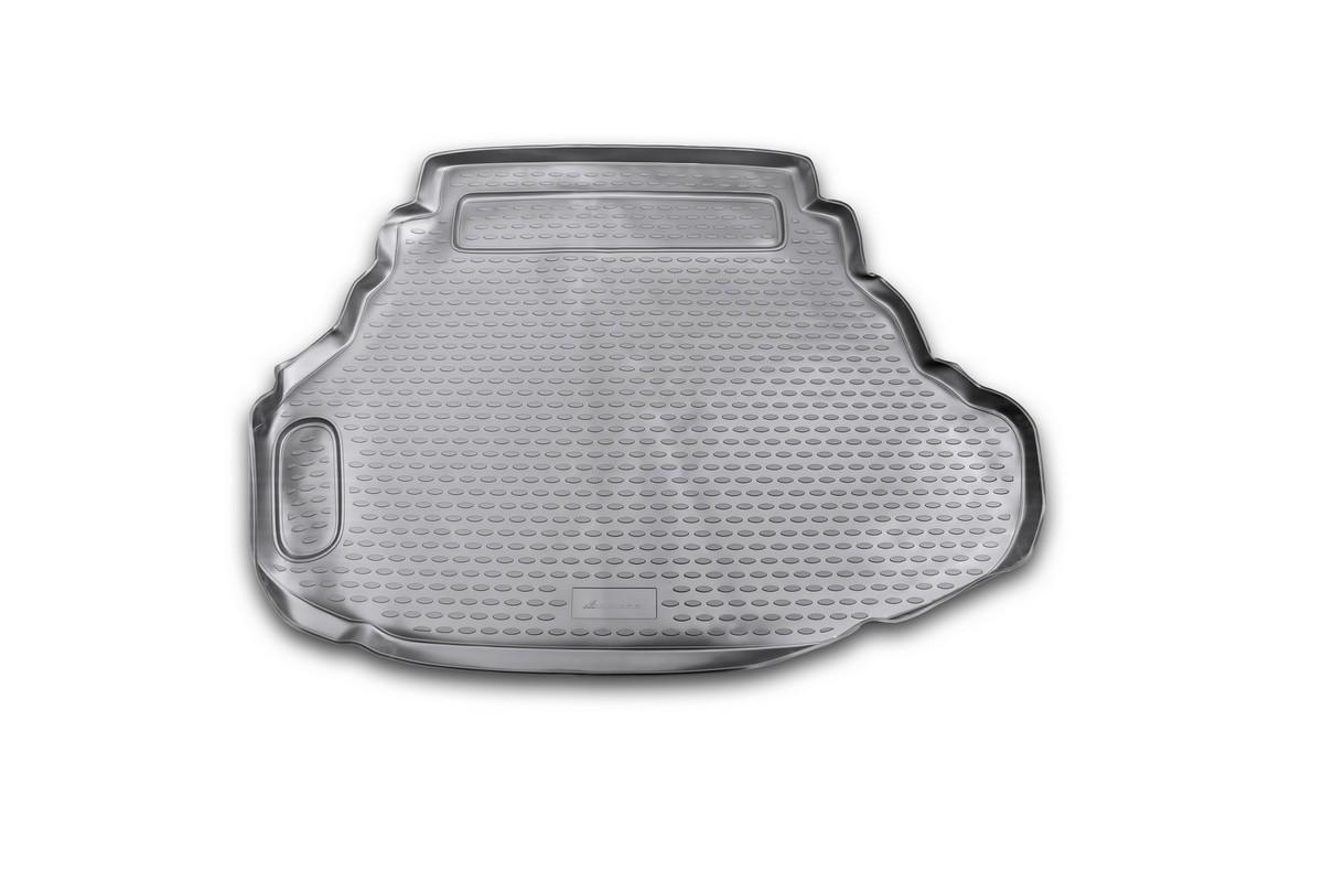 Коврик в багажник автомобиля Novline-Autofamily для Toyota Camry, 2011 - 2014, 2014 - 2,5l /3,5lNLC.48.51.B10Автомобильный коврик в багажник позволит вам без особых усилий содержать в чистоте багажный отсек вашего авто и при этом перевозить в нем абсолютно любые грузы. Такой автомобильный коврик гарантированно защитит багажник вашего автомобиля от грязи, мусора и пыли, которые постоянно скапливаются в этом отсеке. А кроме того, поддон не пропускает влагу. Все это надолго убережет важную часть кузова от износа. Мыть коврик для багажника из полиуретана можно любыми чистящими средствами или просто водой. При этом много времени уборка не отнимет, ведь полиуретан устойчив к загрязнениям.Если вам приходится перевозить в багажнике тяжелые грузы, за сохранность автоковрика можете не беспокоиться. Он сделан из прочного материала, который не деформируется при механических нагрузках и устойчив даже к экстремальным температурам. А кроме того, коврик для багажника надежно фиксируется и не сдвигается во время поездки - это дополнительная гарантия сохранности вашего багажа.