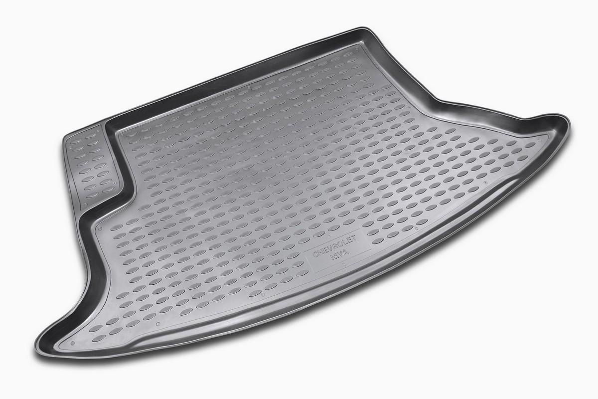 Коврик автомобильный Novline-Autofamily для Chevrolet Niva внедорожник 2002-2008, 2009-, в багажникВетерок 2ГФАвтомобильный коврик Novline-Autofamily, изготовленный из полиуретана, позволит вам без особых усилий содержать в чистоте багажный отсек вашего авто и при этом перевозить в нем абсолютно любые грузы. Этот модельный коврик идеально подойдет по размерам багажнику вашего автомобиля. Такой автомобильный коврик гарантированно защитит багажник от грязи, мусора и пыли, которые постоянно скапливаются в этом отсеке. А кроме того, поддон не пропускает влагу. Все это надолго убережет важную часть кузова от износа. Коврик в багажнике сильно упростит для вас уборку. Согласитесь, гораздо проще достать и почистить один коврик, нежели весь багажный отсек. Тем более, что поддон достаточно просто вынимается и вставляется обратно. Мыть коврик для багажника из полиуретана можно любыми чистящими средствами или просто водой. При этом много времени у вас уборка не отнимет, ведь полиуретан устойчив к загрязнениям.Если вам приходится перевозить в багажнике тяжелые грузы, за сохранность коврика можете не беспокоиться. Он сделан из прочного материала, который не деформируется при механических нагрузках и устойчив даже к экстремальным температурам. А кроме того, коврик для багажника надежно фиксируется и не сдвигается во время поездки, что является дополнительной гарантией сохранности вашего багажа.Коврик имеет форму и размеры, соответствующие модели данного автомобиля.