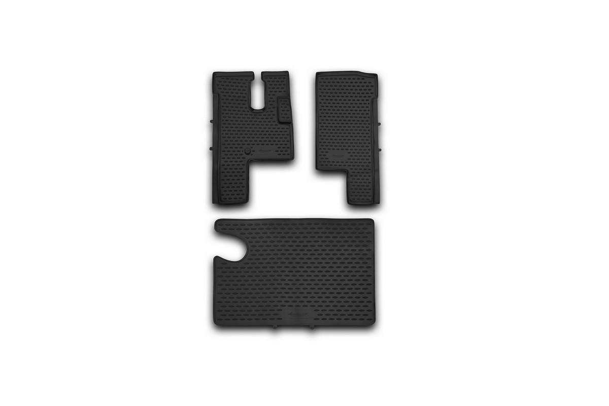 Набор автомобильных ковриков Novline-Autofamily для МАЗ 6430, в салон, 3 шт98298130Набор автомобильных ковриков Novline-Autofamily, изготовленный из полиуретана, состоит из 3 ковриков, которые учитывают все особенности каждой модели автомобиля и полностью повторяют контуры пола. Полиуретановые автомобильные коврики для салона произведены из высококачественного материала, который держит форму, прочный и не пачкает обувь. Коврики в салон не только улучшат внешний вид салона вашего автомобиля, но и надежно уберегут его от пыли, грязи и сырости, а значит, защитят кузов от коррозии. Полиуретановые коврики для автомобиля гладкие, приятные и не пропускают влагу. Ковры для автомобилей надежно крепятся на полу и не скользят, что очень важно во время движения. Чистятся коврики очень просто: как при помощи автомобильного пылесоса, так и различными моющими средствами. Набор подходит для МАЗ 6430.