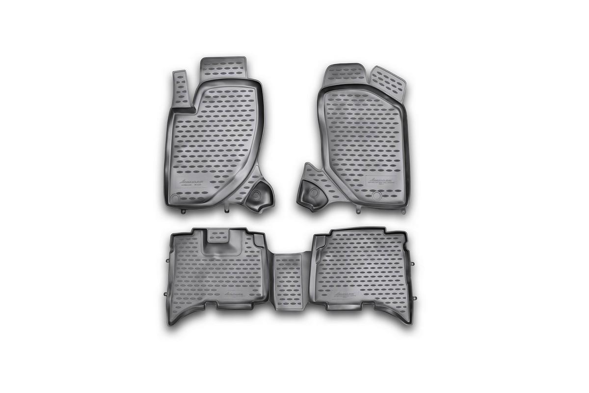 Набор автомобильных ковриков Novline-Autofamily для Great Wall Hover H5 TDA 2010-, в салон, 4 штВетерок 2ГФНабор автомобильных ковриков Novline-Autofamily, изготовленный из полиуретана, состоит из 4 ковриков, которые учитывают все особенности каждой модели автомобиля и полностью повторяют контуры пола. Полиуретановые автомобильные коврики для салона произведены из высококачественного материала, который держит форму, прочный и не пачкает обувь. Коврики в салон не только улучшат внешний вид салона вашего автомобиля, но и надежно уберегут его от пыли, грязи и сырости, а значит, защитят кузов от коррозии. Полиуретановые коврики для автомобиля гладкие, приятные и не пропускают влагу. Ковры для автомобилей надежно крепятся на полу и не скользят, что очень важно во время движения. Чистятся коврики очень просто: как при помощи автомобильного пылесоса, так и различными моющими средствами. Набор подходит для Great Wall Hover H5 TDA c 2010 годов выпуска.