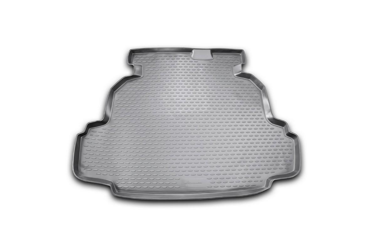 Коврик в багажник автомобиля Novline-Autofamily для Geely Emgrand EC7 RV, 2011 -F0156110LAАвтомобильный коврик в багажник позволит вам без особых усилий содержать в чистоте багажный отсек вашего авто и при этом перевозить в нем абсолютно любые грузы. Такой автомобильный коврик гарантированно защитит багажник вашего автомобиля от грязи, мусора и пыли, которые постоянно скапливаются в этом отсеке. А кроме того, поддон не пропускает влагу. Все это надолго убережет важную часть кузова от износа. Мыть коврик для багажника из полиуретана можно любыми чистящими средствами или просто водой. При этом много времени уборка не отнимет, ведь полиуретан устойчив к загрязнениям.Если вам приходится перевозить в багажнике тяжелые грузы, за сохранность автоковрика можете не беспокоиться. Он сделан из прочного материала, который не деформируется при механических нагрузках и устойчив даже к экстремальным температурам. А кроме того, коврик для багажника надежно фиксируется и не сдвигается во время поездки - это дополнительная гарантия сохранности вашего багажа.