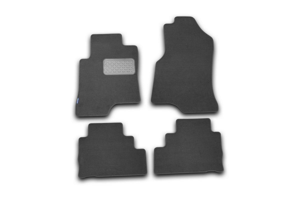 Набор автомобильных ковриков Novline-Autofamily для Chevrolet Captiva 2006-, внедорожник, в салон, 4 штFS-80264Набор автомобильных ковриков Novline-Autofamily, изготовленный из текстиля, состоит из 4 ковриков, которые учитывают все особенности каждой модели автомобиля и полностью повторяют контуры пола. Текстильные автомобильные коврики для салона произведены из высококачественного материала, который держит форму, прочный и не пачкает обувь. Коврики в салон не только улучшат внешний вид салона вашего автомобиля, но и надежно уберегут его от пыли, грязи и сырости, а значит, защитят кузов от коррозии. Текстильные коврики для автомобиля мягкие и приятные, а их основа из вспененного полиуретана не пропускает влагу. Ковры для автомобилей надежно крепятся на полу и не скользят, что очень важно во время движения. Чистятся коврики очень просто: как при помощи автомобильного пылесоса, так и различными моющими средствами. Набор подходит для Chevrolet Captiva внедорожник с 2006 года выпуска.