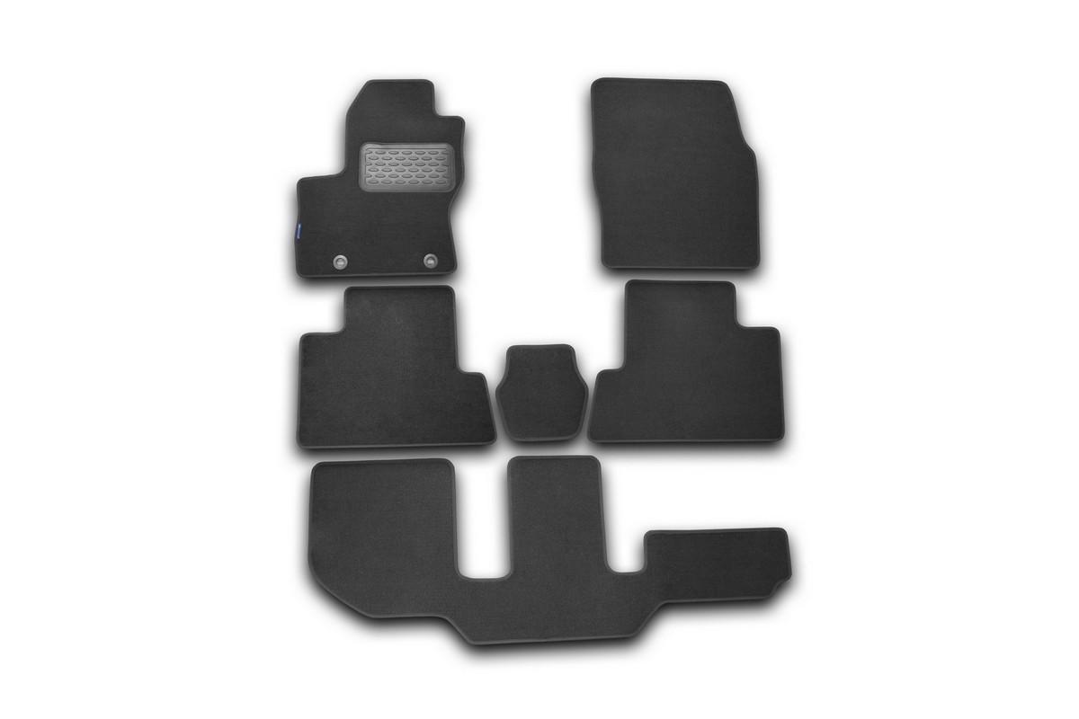 Набор автомобильных ковриков Novline-Autofamily для Ford Grand C-Max 2010-, универсал, в салон, 6 штВетерок 2ГФНабор автомобильных ковриков Novline-Autofamily, изготовленный из текстиля, состоит из 6 ковриков, которые учитывают все особенности каждой модели автомобиля и полностью повторяют контуры пола. Текстильные автомобильные коврики для салона произведены из высококачественного материала, который держит форму, прочный и не пачкает обувь. Коврики в салон не только улучшат внешний вид салона вашего автомобиля, но и надежно уберегут его от пыли, грязи и сырости, а значит, защитят кузов от коррозии. Текстильные коврики для автомобиля мягкие и приятные, а их основа из вспененного полиуретана не пропускает влагу. Ковры для автомобилей надежно крепятся на полу и не скользят, что очень важно во время движения. Чистятся коврики очень просто: как при помощи автомобильного пылесоса, так и различными моющими средствами. Набор подходит для Ford Grand C-Max с 2010 года выпуска.