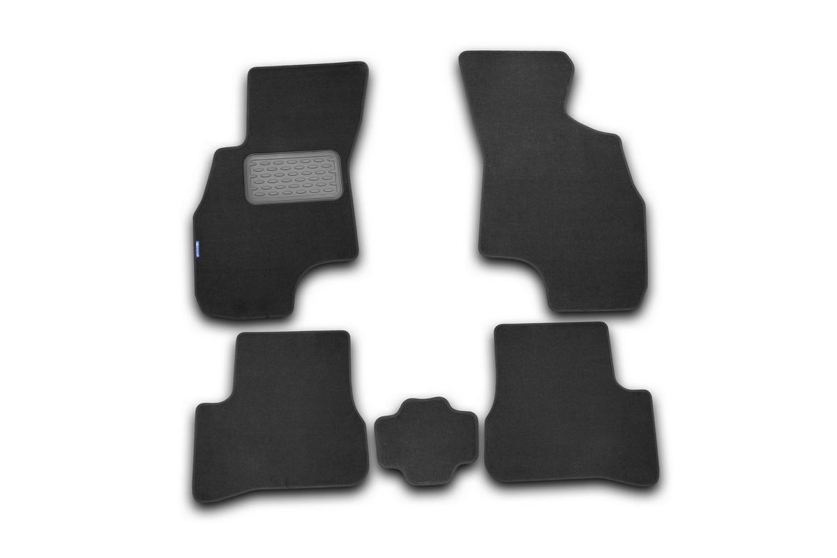 Набор автомобильных ковриков Novline-Autofamily для Hyundai Accent 2000-2005, седан, в салон, 5 штВетерок 2ГФНабор автомобильных ковриков Novline-Autofamily, изготовленный из текстиля, состоит из 5 ковриков, которые учитывают все особенности каждой модели автомобиля и полностью повторяют контуры пола. Текстильные автомобильные коврики для салона произведены из высококачественного материала, который держит форму, прочный и не пачкает обувь. Коврики в салон не только улучшат внешний вид салона вашего автомобиля, но и надежно уберегут его от пыли, грязи и сырости, а значит, защитят кузов от коррозии. Текстильные коврики для автомобиля мягкие и приятные, а их основа из вспененного полиуретана не пропускает влагу. Ковры для автомобилей надежно крепятся на полу и не скользят, что очень важно во время движения. Чистятся коврики очень просто: как при помощи автомобильного пылесоса, так и различными моющими средствами. Набор подходит для Hyundai Accent седан 2000-2005 годов выпуска.