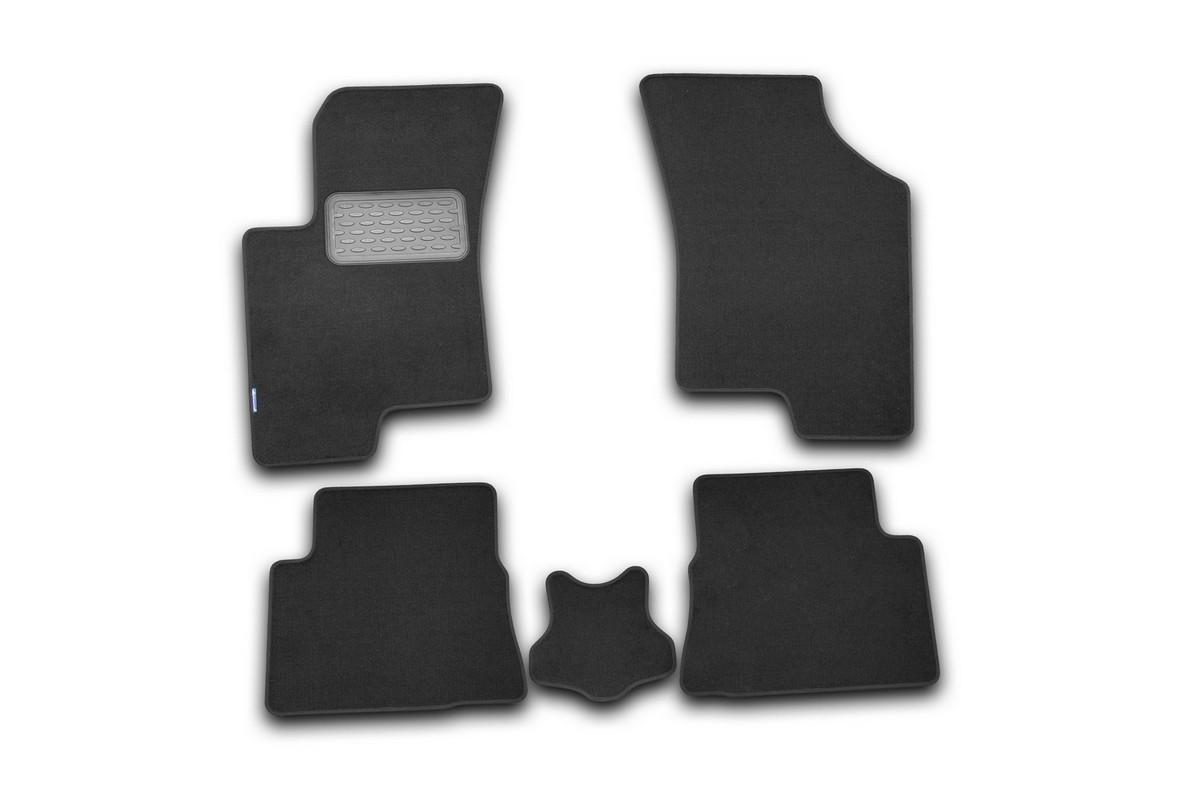 Набор автомобильных ковриков Novline-Autofamily для Hyundai Getz 2002-2009, хэтчбек, в салон, 5 штCARFRD00019kНабор автомобильных ковриков Novline-Autofamily, изготовленный из текстиля, состоит из 5 ковриков, которые учитывают все особенности каждой модели автомобиля и полностью повторяют контуры пола. Текстильные автомобильные коврики для салона произведены из высококачественного материала, который держит форму, прочный и не пачкает обувь. Коврики в салон не только улучшат внешний вид салона вашего автомобиля, но и надежно уберегут его от пыли, грязи и сырости, а значит, защитят кузов от коррозии. Текстильные коврики для автомобиля мягкие и приятные, а их основа из вспененного полиуретана не пропускает влагу. Ковры для автомобилей надежно крепятся на полу и не скользят, что очень важно во время движения. Чистятся коврики очень просто: как при помощи автомобильного пылесоса, так и различными моющими средствами. Набор подходит для Hyundai Getz хэтчбек 2002-2009 годов выпуска.