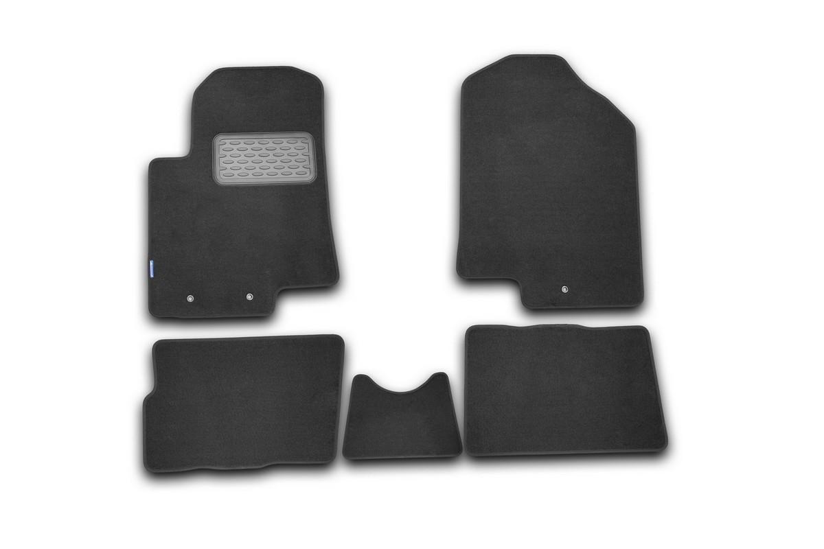 Набор автомобильных ковриков Novline-Autofamily для Kia Soul 2008-, хэтчбек, в салон, 5 штLGT.25.25.210Набор автомобильных ковриков Novline-Autofamily, изготовленный из текстиля, состоит из 5 ковриков, которые учитывают все особенности каждой модели автомобиля и полностью повторяют контуры пола. Текстильные автомобильные коврики для салона произведены из высококачественного материала, который держит форму, прочный и не пачкает обувь. Коврики в салон не только улучшат внешний вид салона вашего автомобиля, но и надежно уберегут его от пыли, грязи и сырости, а значит, защитят кузов от коррозии. Текстильные коврики для автомобиля мягкие и приятные, а их основа из вспененного полиуретана не пропускает влагу. Ковры для автомобилей надежно крепятся на полу и не скользят, что очень важно во время движения. Чистятся коврики очень просто: как при помощи автомобильного пылесоса, так и различными моющими средствами. Набор подходит для Kia Soul хэтчбек с 2008 года выпуска.