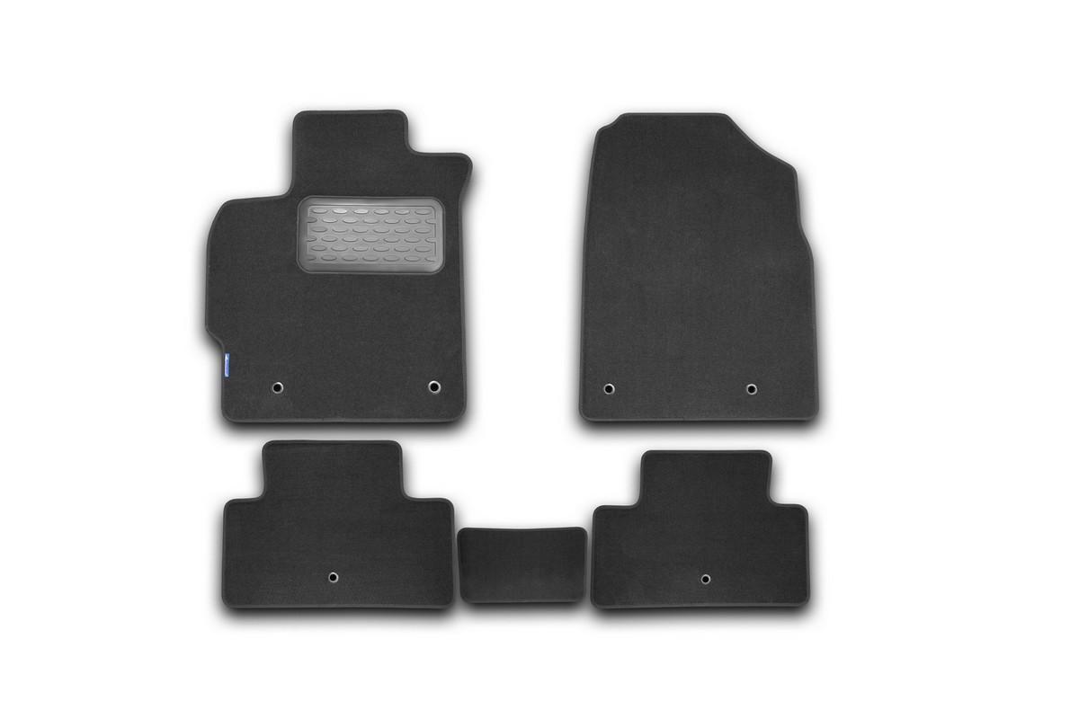 Набор автомобильных ковриков Novline-Autofamily для Mazda CX-7 АКПП 2010-, внедорожник, в салон, цвет: черный, 5 шт. NLT.33.18.22.110khCA-3505Набор автомобильных ковриков Novline-Autofamily, изготовленный из текстиля, состоит из 5 ковриков, которые учитывают все особенности каждой модели автомобиля и полностью повторяют контуры пола. Текстильные автомобильные коврики для салона произведены из высококачественного материала, который держит форму, прочный и не пачкает обувь. Коврики в салон не только улучшат внешний вид салона вашего автомобиля, но и надежно уберегут его от пыли, грязи и сырости, а значит, защитят кузов от коррозии. Текстильные коврики для автомобиля мягкие и приятные, а их основа из вспененного полиуретана не пропускает влагу. Ковры для автомобилей надежно крепятся на полу и не скользят, что очень важно во время движения. Чистятся коврики очень просто: как при помощи автомобильного пылесоса, так и различными моющими средствами. Набор подходит для Mazda CX-7 АКПП внедорожник с 2010 года выпуска.