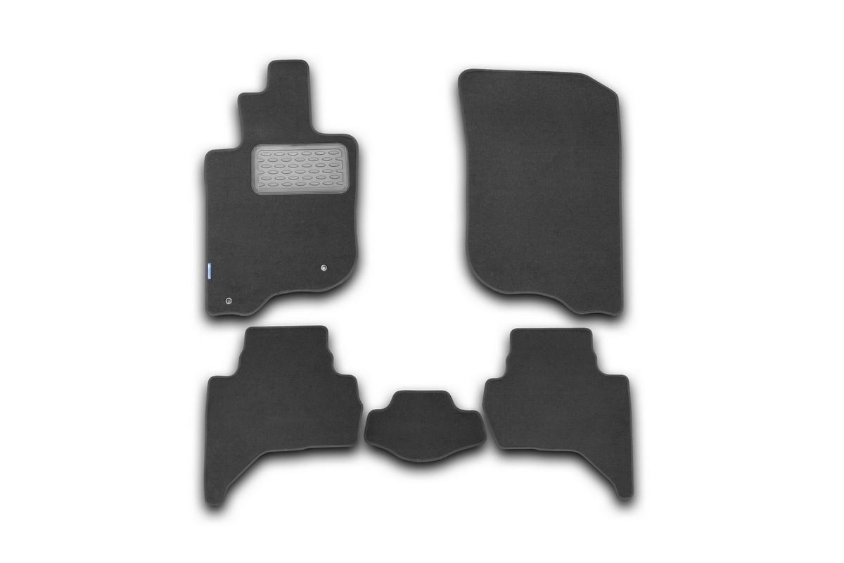 Набор автомобильных ковриков Novline-Autofamily для Mitsubishi L200 2005-, пикап, в салон, 5 штВетерок 2ГФНабор автомобильных ковриков Novline-Autofamily, изготовленный из текстиля, состоит из 5 ковриков, которые учитывают все особенности каждой модели автомобиля и полностью повторяют контуры пола. Текстильные автомобильные коврики для салона произведены из высококачественного материала, который держит форму, прочный и не пачкает обувь. Коврики в салон не только улучшат внешний вид салона вашего автомобиля, но и надежно уберегут его от пыли, грязи и сырости, а значит, защитят кузов от коррозии. Текстильные коврики для автомобиля мягкие и приятные, а их основа из вспененного полиуретана не пропускает влагу. Ковры для автомобилей надежно крепятся на полу и не скользят, что очень важно во время движения. Чистятся коврики очень просто: как при помощи автомобильного пылесоса, так и различными моющими средствами. Набор подходит для Mitsubishi L200 пикап с 2005 года выпуска.