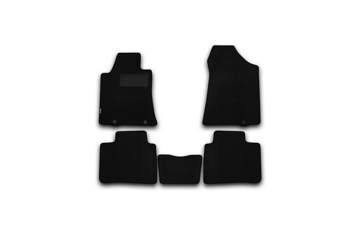 Набор автомобильных ковриков Novline-Autofamily для Nissan Teana 2014-, седан, в салон, 5 штВетерок 2ГФНабор автомобильных ковриков Novline-Autofamily, изготовленный из текстиля, состоит из 5 ковриков, которые учитывают все особенности каждой модели автомобиля и полностью повторяют контуры пола. Текстильные автомобильные коврики для салона произведены из высококачественного материала, который держит форму, прочный и не пачкает обувь. Коврики в салон не только улучшат внешний вид салона вашего автомобиля, но и надежно уберегут его от пыли, грязи и сырости, а значит, защитят кузов от коррозии. Текстильные коврики для автомобиля мягкие и приятные, а их основа из вспененного полиуретана не пропускает влагу. Ковры для автомобилей надежно крепятся на полу и не скользят, что очень важно во время движения. Чистятся коврики очень просто: как при помощи автомобильного пылесоса, так и различными моющими средствами. Набор подходит для Nissan Teana седан с 2014 года выпуска.