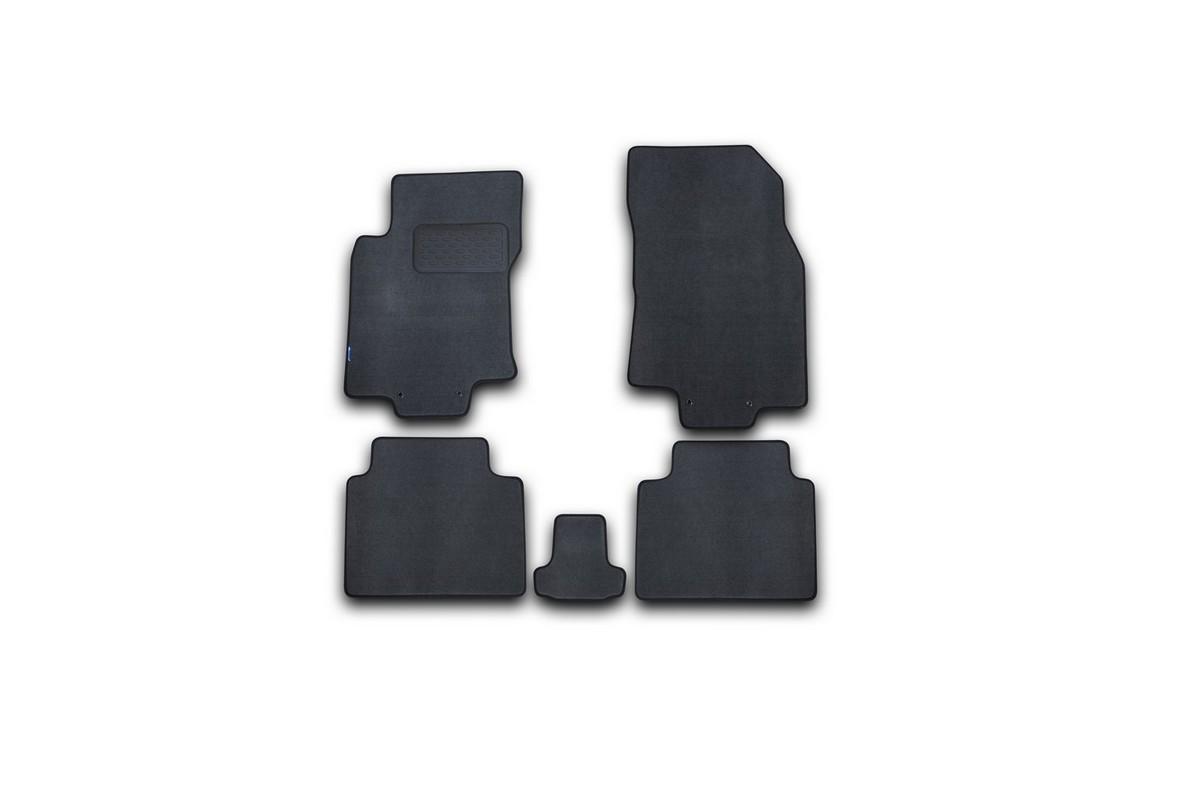 Набор автомобильных ковриков Novline-Autofamily для Nissan X-Trail 2015-, внедорожник, в салон, 5 шт. NLT.36.54.11.110kh240000Набор автомобильных ковриков Novline-Autofamily, изготовленный из текстиля, состоит из 5 ковриков, которые учитывают все особенности каждой модели автомобиля и полностью повторяют контуры пола. Текстильные автомобильные коврики для салона произведены из высококачественного материала, который держит форму, прочный и не пачкает обувь. Коврики в салон не только улучшат внешний вид салона вашего автомобиля, но и надежно уберегут его от пыли, грязи и сырости, а значит, защитят кузов от коррозии. Текстильные коврики для автомобиля мягкие и приятные, а их основа из вспененного полиуретана не пропускает влагу. Ковры для автомобилей надежно крепятся на полу и не скользят, что очень важно во время движения. Чистятся коврики очень просто: как при помощи автомобильного пылесоса, так и различными моющими средствами. Набор подходит для Nissan X-Trail внедорожник с 2015 года выпуска.