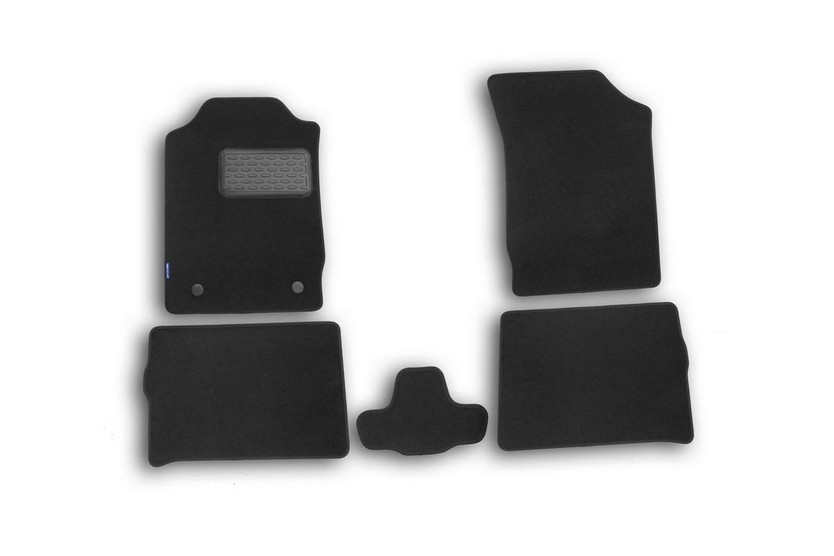Набор автомобильных ковриков Novline-Autofamily для Renault Symbol II 2008-, седан, в салон, 5 штВетерок 2ГФНабор автомобильных ковриков Novline-Autofamily, изготовленный из текстиля, состоит из 5 ковриков, которые учитывают все особенности каждой модели автомобиля и полностью повторяют контуры пола. Текстильные автомобильные коврики для салона произведены из высококачественного материала, который держит форму, прочный и не пачкает обувь. Коврики в салон не только улучшат внешний вид салона вашего автомобиля, но и надежно уберегут его от пыли, грязи и сырости, а значит, защитят кузов от коррозии. Текстильные коврики для автомобиля мягкие и приятные, а их основа из вспененного полиуретана не пропускает влагу. Ковры для автомобилей надежно крепятся на полу и не скользят, что очень важно во время движения. Чистятся коврики очень просто: как при помощи автомобильного пылесоса, так и различными моющими средствами. Набор подходит для Renault Symbol II седан 2008 года выпуска.