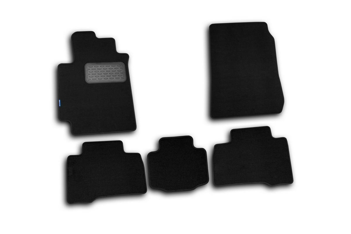 Набор автомобильных ковриков Novline-Autofamily для Suzuki Grand Vitara 5D 2005-, внедорожник, в салон, 5 штNLT.47.12.11.110khНабор автомобильных ковриков Novline-Autofamily, изготовленный из текстиля, состоит из 5 ковриков, которые учитывают все особенности каждой модели автомобиля и полностью повторяют контуры пола. Текстильные автомобильные коврики для салона произведены из высококачественного материала, который держит форму, прочный и не пачкает обувь. Коврики в салон не только улучшат внешний вид салона вашего автомобиля, но и надежно уберегут его от пыли, грязи и сырости, а значит, защитят кузов от коррозии. Текстильные коврики для автомобиля мягкие и приятные, а их основа из вспененного полиуретана не пропускает влагу. Ковры для автомобилей надежно крепятся на полу и не скользят, что очень важно во время движения. Чистятся коврики очень просто: как при помощи автомобильного пылесоса, так и различными моющими средствами. Набор подходит для Suzuki Grand Vitara 5D внедорожник с 2005 года выпуска.