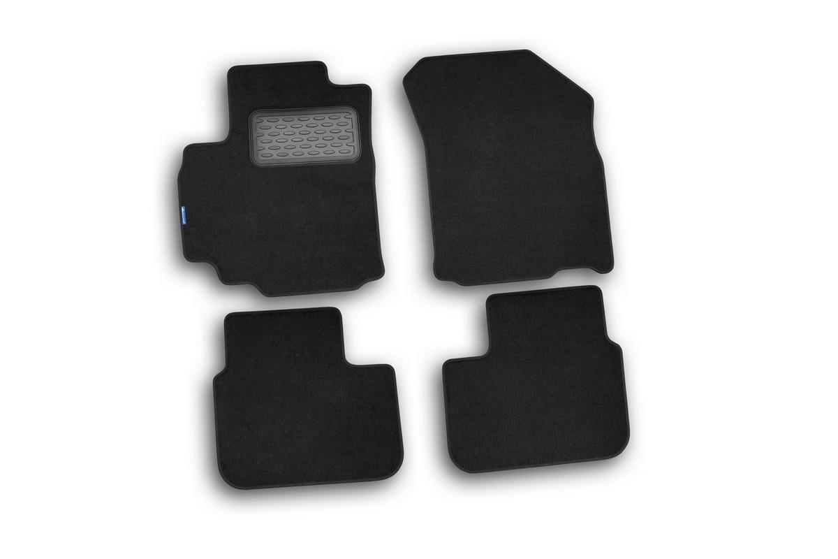 Набор автомобильных ковриков Novline-Autofamily для Suzuki SX4 2007-, хэтчбек/седан, в салон, 5 шт15809002Набор автомобильных ковриков Novline-Autofamily, изготовленный из текстиля, состоит из 5 ковриков, которые учитывают все особенности каждой модели автомобиля и полностью повторяют контуры пола. Текстильные автомобильные коврики для салона произведены из высококачественного материала, который держит форму, прочный и не пачкает обувь. Коврики в салон не только улучшат внешний вид салона вашего автомобиля, но и надежно уберегут его от пыли, грязи и сырости, а значит, защитят кузов от коррозии. Текстильные коврики для автомобиля мягкие и приятные, а их основа из вспененного полиуретана не пропускает влагу. Ковры для автомобилей надежно крепятся на полу и не скользят, что очень важно во время движения. Чистятся коврики очень просто: как при помощи автомобильного пылесоса, так и различными моющими средствами. Набор подходит для Suzuki SX4 хэтчбек/седан с 2007 года выпуска.