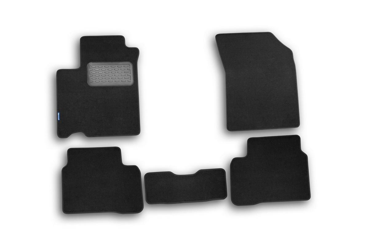 Набор автомобильных ковриков Novline-Autofamily для Suzuki Swift 2010-, хэтчбек, в салон, 5 шт54 009318Набор автомобильных ковриков Novline-Autofamily, изготовленный из текстиля, состоит из 5 ковриков, которые учитывают все особенности каждой модели автомобиля и полностью повторяют контуры пола. Текстильные автомобильные коврики для салона произведены из высококачественного материала, который держит форму, прочный и не пачкает обувь. Коврики в салон не только улучшат внешний вид салона вашего автомобиля, но и надежно уберегут его от пыли, грязи и сырости, а значит, защитят кузов от коррозии. Текстильные коврики для автомобиля мягкие и приятные, а их основа из вспененного полиуретана не пропускает влагу. Ковры для автомобилей надежно крепятся на полу и не скользят, что очень важно во время движения. Чистятся коврики очень просто: как при помощи автомобильного пылесоса, так и различными моющими средствами. Набор подходит для Suzuki Swift хэтчбек c 2010 года выпуска.