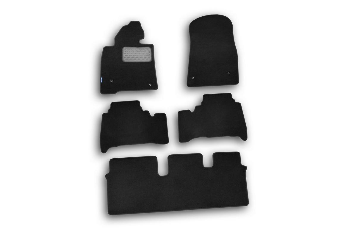 Набор автомобильных ковриков Novline-Autofamily для Toyota Land Cruiser 200 2007-, внедорожник, в салон, 5 шт54 009318Набор автомобильных ковриков Novline-Autofamily, изготовленный из текстиля, состоит из 5 ковриков, которые учитывают все особенности каждой модели автомобиля и полностью повторяют контуры пола. Текстильные автомобильные коврики для салона произведены из высококачественного материала, который держит форму, прочный и не пачкает обувь. Коврики в салон не только улучшат внешний вид салона вашего автомобиля, но и надежно уберегут его от пыли, грязи и сырости, а значит, защитят кузов от коррозии. Текстильные коврики для автомобиля мягкие и приятные, а их основа из вспененного полиуретана не пропускает влагу. Ковры для автомобилей надежно крепятся на полу и не скользят, что очень важно во время движения. Чистятся коврики очень просто: как при помощи автомобильного пылесоса, так и различными моющими средствами. Набор подходит для Toyota Land Cruiser 200 внедорожник с 2007 года выпуска.