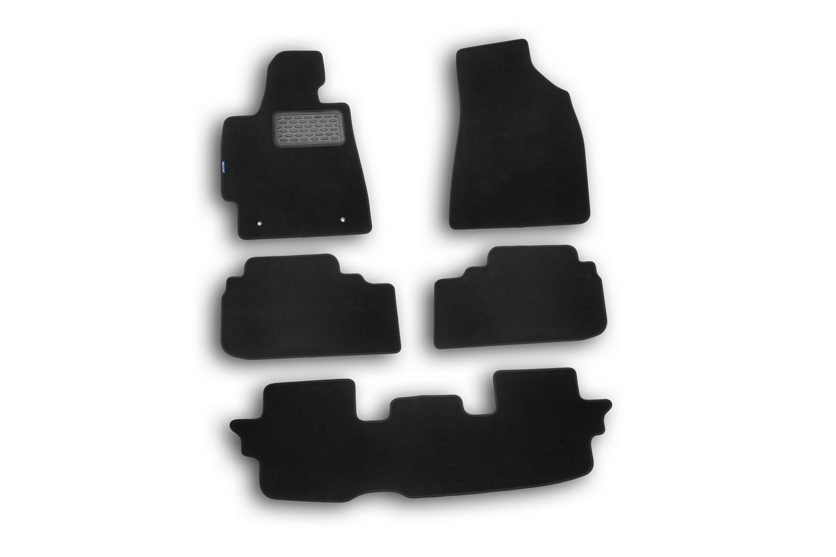Набор автомобильных ковриков Novline-Autofamily для Toyota Highlander 2010-, кроссовер, в салон, 5 шт. NLT.48.50.11.110kh240000Набор автомобильных ковриков Novline-Autofamily, изготовленный из текстиля, состоит из 5 ковриков, которые учитывают все особенности каждой модели автомобиля и полностью повторяют контуры пола. Текстильные автомобильные коврики для салона произведены из высококачественного материала, который держит форму, прочный и не пачкает обувь. Коврики в салон не только улучшат внешний вид салона вашего автомобиля, но и надежно уберегут его от пыли, грязи и сырости, а значит, защитят кузов от коррозии. Текстильные коврики для автомобиля мягкие и приятные, а их основа из вспененного полиуретана не пропускает влагу. Ковры для автомобилей надежно крепятся на полу и не скользят, что очень важно во время движения. Чистятся коврики очень просто: как при помощи автомобильного пылесоса, так и различными моющими средствами. Набор подходит для Toyota Highlander кроссовер с 2010 года выпуска.