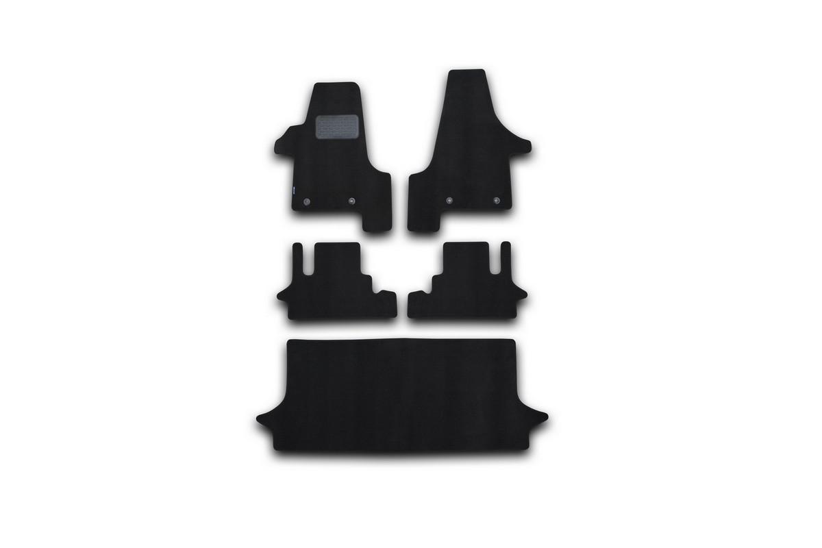 Набор автомобильных ковриков Novline-Autofamily для Volkswagen Multivan HighLine АКПП 2004-, минивэн, в салон, 5 шт94672Набор автомобильных ковриков Novline-Autofamily, изготовленный из текстиля, состоит из 5 ковриков, которые учитывают все особенности каждой модели автомобиля и полностью повторяют контуры пола. Текстильные автомобильные коврики для салона произведены из высококачественного материала, который держит форму, прочный и не пачкает обувь. Коврики в салон не только улучшат внешний вид салона вашего автомобиля, но и надежно уберегут его от пыли, грязи и сырости, а значит, защитят кузов от коррозии. Текстильные коврики для автомобиля мягкие и приятные, а их основа из вспененного полиуретана не пропускает влагу. Ковры для автомобилей надежно крепятся на полу и не скользят, что очень важно во время движения. Чистятся коврики очень просто: как при помощи автомобильного пылесоса, так и различными моющими средствами. Набор подходит для Volkswagen Multivan HighLine АКПП минивэн с 2004 года выпуска.