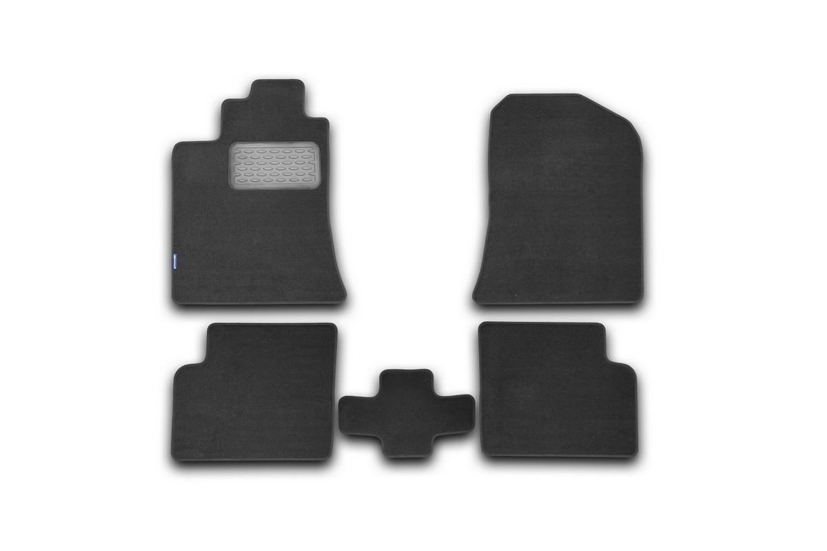 Набор автомобильных ковриков Novline-Autofamily для Lifan Solano 2010-, седан, в салон, 5 штCA-3505Набор автомобильных ковриков Novline-Autofamily, изготовленный из текстиля, состоит из 5 ковриков, которые учитывают все особенности каждой модели автомобиля и полностью повторяют контуры пола. Текстильные автомобильные коврики для салона произведены из высококачественного материала, который держит форму, прочный и не пачкает обувь. Коврики в салон не только улучшат внешний вид салона вашего автомобиля, но и надежно уберегут его от пыли, грязи и сырости, а значит, защитят кузов от коррозии. Текстильные коврики для автомобиля мягкие и приятные, а их основа из вспененного полиуретана не пропускает влагу. Ковры для автомобилей надежно крепятся на полу и не скользят, что очень важно во время движения. Чистятся коврики очень просто: как при помощи автомобильного пылесоса, так и различными моющими средствами. Набор подходит для Lifan Solano седан с 2010 года выпуска.