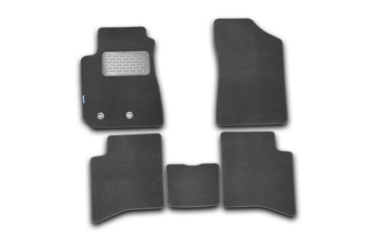Набор автомобильных ковриков Novline-Autofamily для Geely MK 2006-2012, седан, в салон, 5 штDH2400D/ORНабор автомобильных ковриков Novline-Autofamily, изготовленный из текстиля, состоит из 5 ковриков, которые учитывают все особенности каждой модели автомобиля и полностью повторяют контуры пола. Текстильные автомобильные коврики для салона произведены из высококачественного материала, который держит форму, прочный и не пачкает обувь. Коврики в салон не только улучшат внешний вид салона вашего автомобиля, но и надежно уберегут его от пыли, грязи и сырости, а значит, защитят кузов от коррозии. Текстильные коврики для автомобиля мягкие и приятные, а их основа из вспененного полиуретана не пропускает влагу. Ковры для автомобилей надежно крепятся на полу и не скользят, что очень важно во время движения. Чистятся коврики очень просто: как при помощи автомобильного пылесоса, так и различными моющими средствами. Набор подходит для Geely MK седан 2006-2012 годов выпуска.