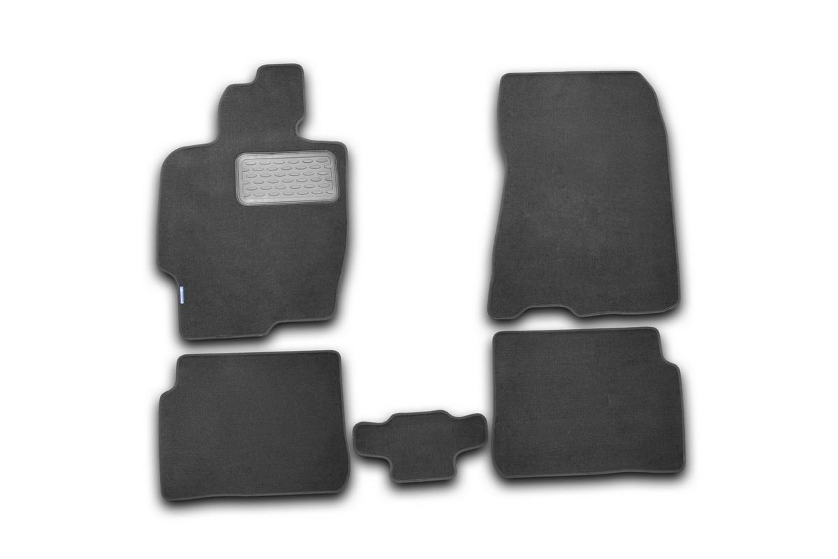 Набор автомобильных ковриков Novline-Autofamily для Haima 3 2010-, седан, в салон, 5 штВетерок 2ГФНабор автомобильных ковриков Novline-Autofamily, изготовленный из текстиля, состоит из 5 ковриков, которые учитывают все особенности каждой модели автомобиля и полностью повторяют контуры пола. Текстильные автомобильные коврики для салона произведены из высококачественного материала, который держит форму, прочный и не пачкает обувь. Коврики в салон не только улучшат внешний вид салона вашего автомобиля, но и надежно уберегут его от пыли, грязи и сырости, а значит, защитят кузов от коррозии. Текстильные коврики для автомобиля мягкие и приятные, а их основа из вспененного полиуретана не пропускает влагу. Ковры для автомобилей надежно крепятся на полу и не скользят, что очень важно во время движения. Чистятся коврики очень просто: как при помощи автомобильного пылесоса, так и различными моющими средствами. Набор подходит для Haima 3 седан с 2010 года выпуска.