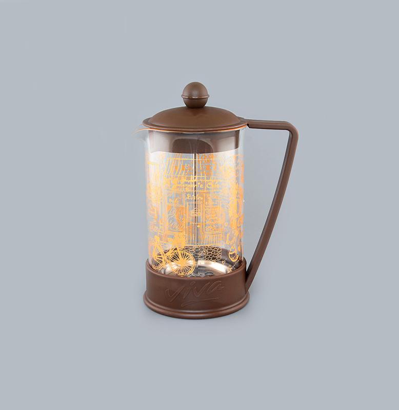 Френч-пресс Viva Paris, 600 мл115510Френч-пресс Viva Paris незаменим для любителей чая и кофе. Чайник имеет подставку с ручкой из пластика. Емкость выполнена из термостойкого боросиликатного стекла, устойчивого к 180°С. Емкость прозрачная, что позволяет видеть количество жидкости в чайнике. Поршень из нержавеющей стали используется для отжима чая и фильтрации. Френч-прессом легко пользоваться. Положите в чайник чай или кофе грубого помола, наполните водой, установите крышку с поднятым поршнем и оставьте на 5 минут, опустите поршень. Весь осадок останется внизу, и вы получите отфильтрованный напиток. Такой чайник очень удобен и практичен в эксплуатации. Можно мыть в посудомоечной машине.