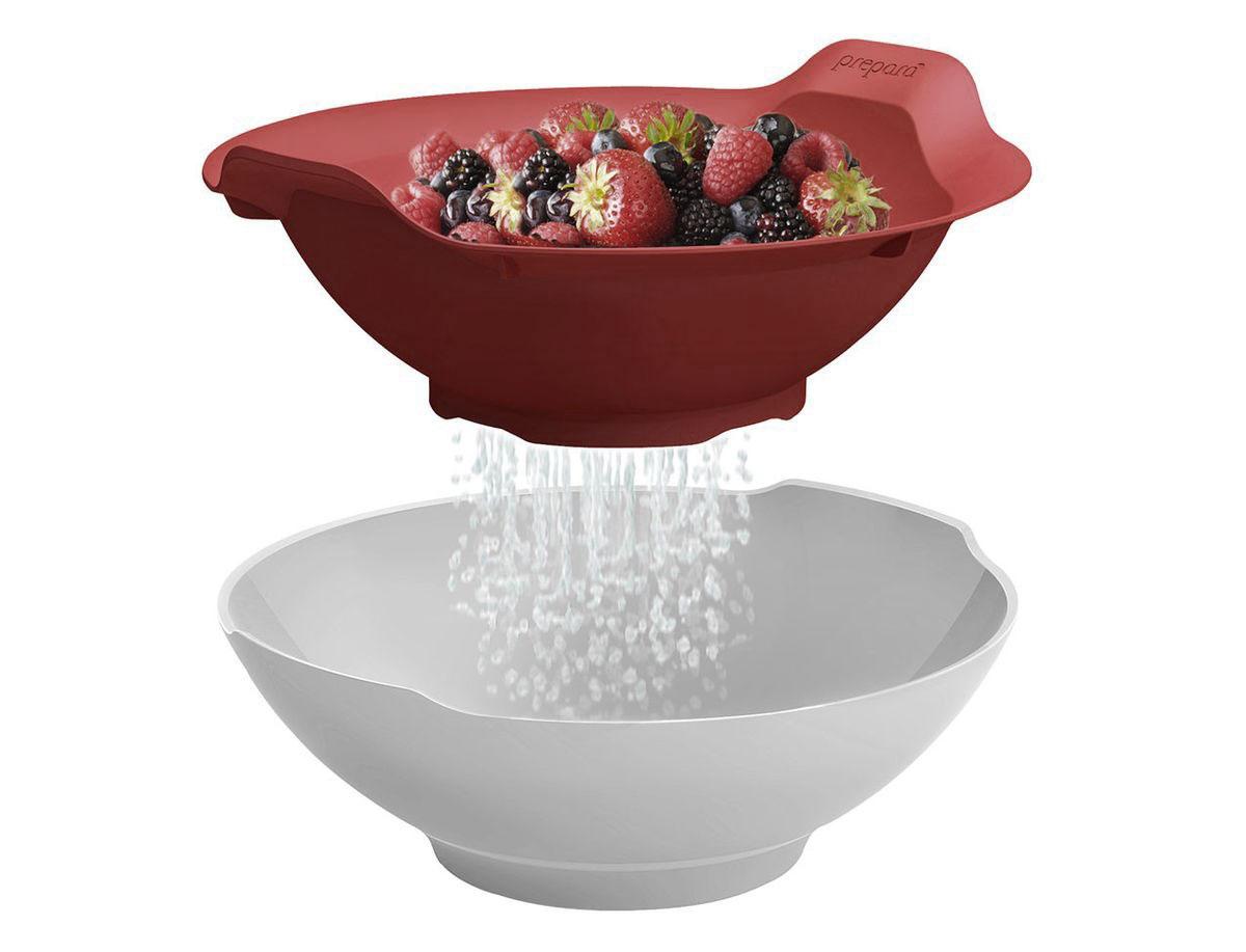 Набор для кухни Prepara, 2 предмета115510Набор для кухни Prepara включает в себя дуршлаг и миску. Предметы выполнены из высококачественного ударопрочного пластика. Дуршлаг можно компактно хранить в миске. Стильно и удобно сервируйте овощи, фрукты, зелень, и многое другое к столу. Промойте в дуршлаге и дайте стечь остаткам капель в миску - прямо на столе! Яркие цвета и высокое качество отлично впишутся в дизайн любой кухни. Можно мыть на верхней полке посудомоечной машины.Диаметр миски по верхнему краю: 21 см.Диаметр дна миски: 10 см.Высота миски: 7,5 см.Диаметр дуршлага без учета ручек: 21 см.Высота дуршлага: 8 см.Диаметр дна дуршлага: 10 см.