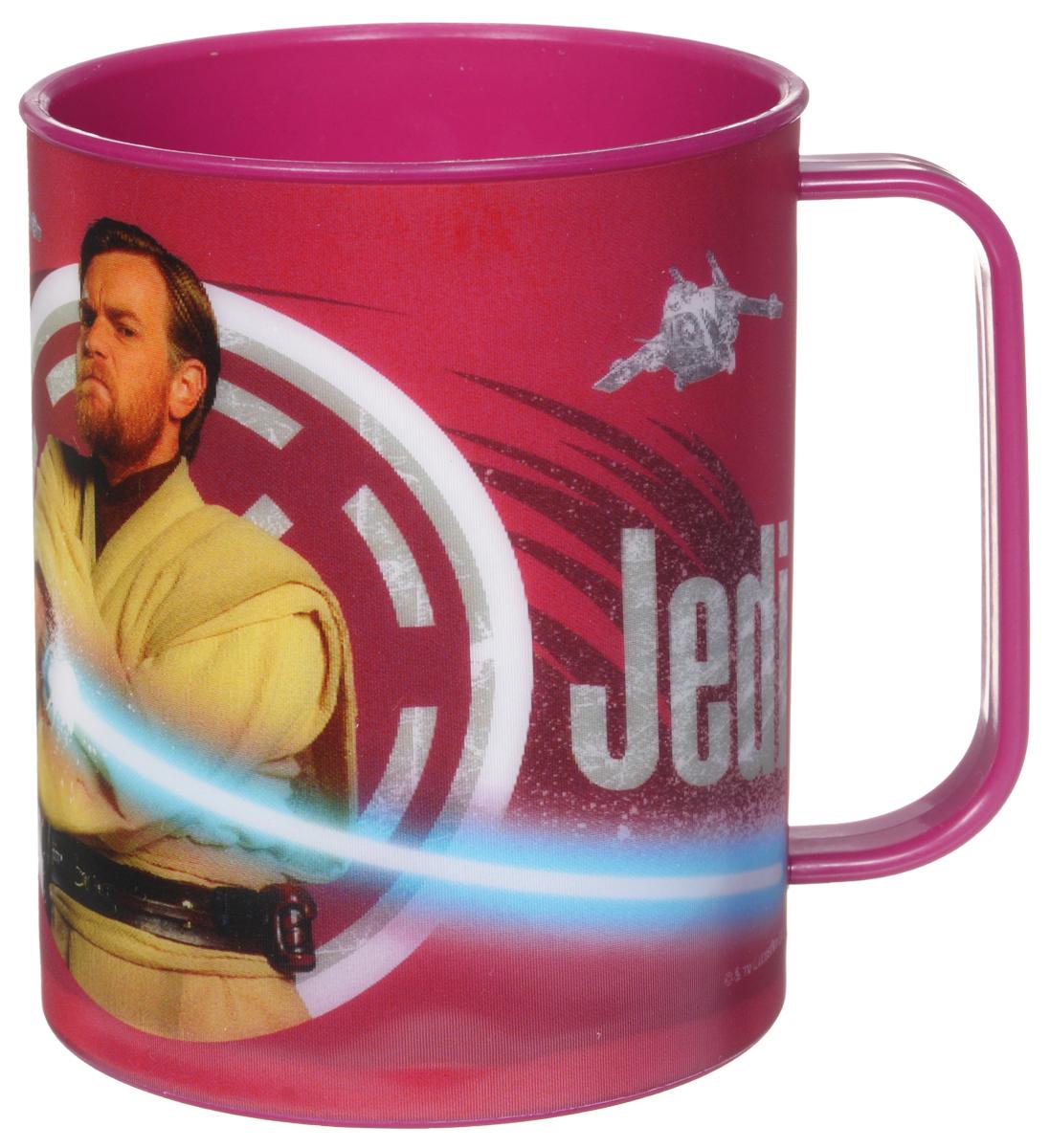 Star Wars Кружка детская Джедай 325 мл115510Детская кружка Star Wars Джедай станет отличным подарком для любого фаната знаменитой саги. Она выполнена из полипропилена и оформлена рисунком с изображением джедая Оби-Вана Кеноби. Специальное покрытие с отливом делает изображение на кружке более объемным.Объем кружки: 325 мл. Не подходит для использования в посудомоечной машине и СВЧ-печи.