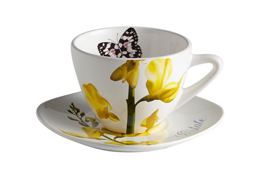 Чайная пара Ceramiche Viva Лето. 2 предмета54 009312Чайная пара Ceramiche Viva Лето состоит из чашки и блюдца, изготовленных из высококачественной глазурованной керамики. Яркий дизайн изделий, несомненно, придется вам по вкусу.Чайная пара Ceramiche Viva Лето украсит ваш кухонный стол, а также станет замечательным подарком к любому празднику.Объем чашки: 400 мл.