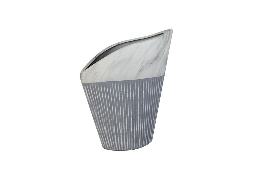 Ваза SDJ Копенгаген, высота 27 смFS-91909Изящная ваза SDJ Копенгаген, изготовленная из высококачественной керамики, выполнена в этническом стиле. Она красиво переливается и излучает приятный блеск. Изделие имеет оригинальную форму, что делает ее изумительным украшением интерьера. Ваза SDJ Копенгаген дополнит интерьер офиса или дома и станет желанным и стильным подарком. Высота вазы: 27 см.