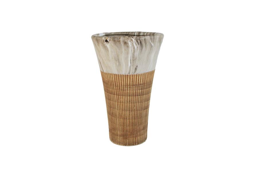 Ваза SDJ Рейкьявик, высота 25 смFS-80264Изящная ваза SDJ Рейкьявик, изготовленная из высококачественной керамики, выполнена в этническом стиле. Она красиво переливается и излучает приятный блеск. Изделие имеет оригинальную форму, что делает ее оригинальным украшением интерьера. Ваза SDJ Рейкьявик дополнит интерьер офиса или дома и станет желанным и стильным подарком. Высота вазы: 25 см.