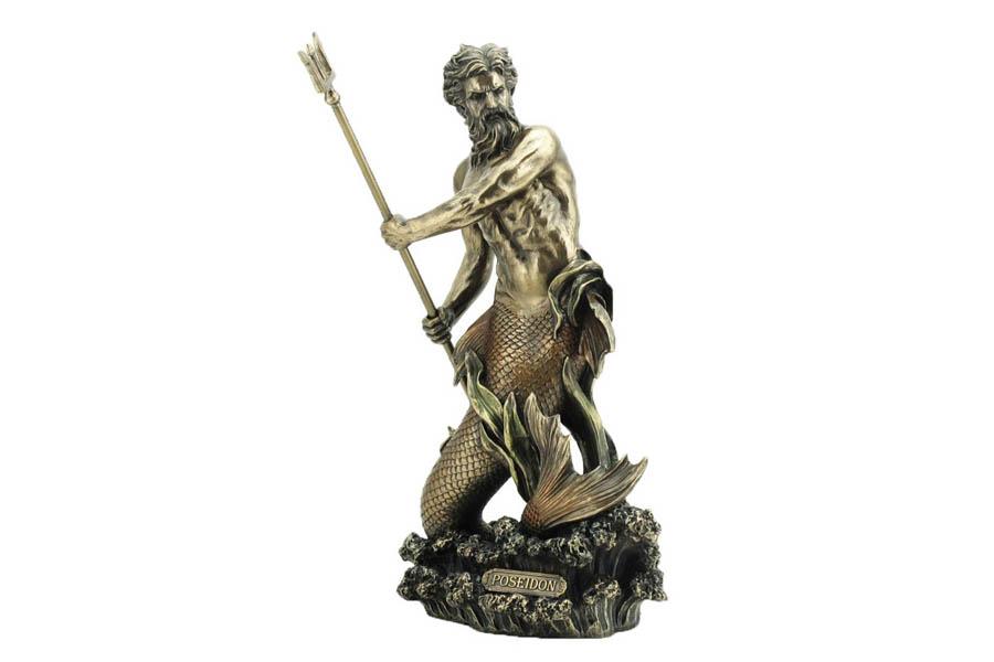Статуэтка Veronese Посейдон, высота 28 см26222Декоративная статуэтка Veronese Посейдон изготовлена из полистоуна бронзового цвета. Полистоун представляет собой специальную массу с полимерными связующими материалами, которые абсолютно не токсичны. Изделие выполнено в виде морского бога с хвостом рыбы. Посейдон держит в руках трезубец.Вы можете поставить статуэтку в любом месте, где она будет удачно смотреться и радовать глаз. Такая фигурка прекрасно дополнит интерьер офиса или дома. Veronese - это торговая марка, представляющая широкий ассортимент художественных изделий из полистоуна, выполненных по эскизам итальянских дизайнеров и художников.