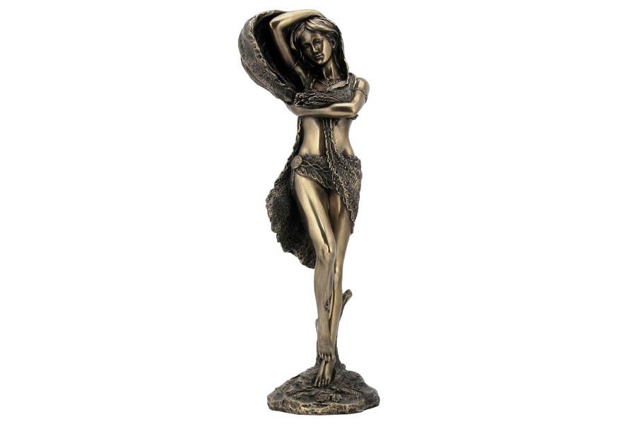 Статуэтка Veronese Дух природы, высота 30 см37876Декоративная статуэтка Veronese Дух природы изготовлена из полистоуна бронзового цвета. Изделие выполнено в виде нимфы - духа природы.Вы можете поставить статуэтку в любом месте, где она будет удачно смотреться и радовать глаз. Такая фигурка прекрасно дополнит интерьер офиса или дома. Veronese - это торговая марка, представляющая широкий ассортимент художественных изделий из полистоуна, выполненных по эскизам итальянских дизайнеров и художников.Полистоун представляет собой специальную массу с полимерными связующими материалами, которые абсолютно не токсичны.Имя Veronese является синонимом высокого качества, художественного вкуса и эксклюзивного дизайна. Искусные мастера создают уникальные статуэтки и фигурки, которые призваны украсить вашу жизнь.