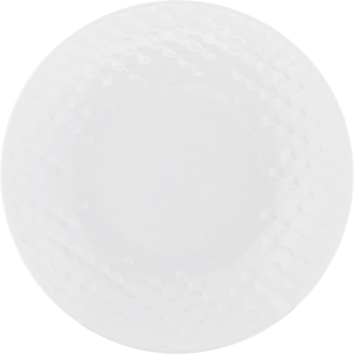 Тарелка суповая Walmer Sapphire, цвет: белый, диаметр 21 смVT-1520(SR)Суповая тарелка Walmer Sapphire, выполненная из высококачественного фарфора, декорирована объемным рельефным орнаментом. Изящный дизайн придется по вкусу и ценителям классики, и тем, кто предпочитает утонченность. Суповая тарелка Walmer Sapphire, идеально подойдет для сервировки стола и станет отличным подарком к любому празднику.Можно использовать в микроволновой печи и мыть в посудомоечных машинах.Диаметр тарелки (по верхнему краю): 21 см.Высота стенки: 3,5 см.