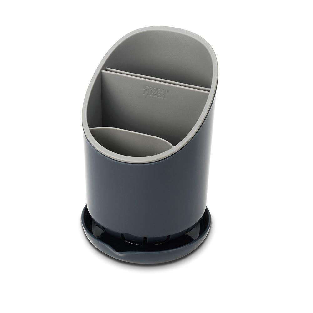 Сушилка для столовых приборов Joseph Joseph Dock, со сливом, цвет: графитFD-59Сушилка для столовых приборов Joseph Joseph Dock - это не просто сушилка для приборов, а умная сушилка. Обычно их сложно мыть, а также в них не предусмотрено разделение приборов и острых ножей. В сушилке Dock все эти недостатки исправлены.Для ножей есть специальное отделение, где острые лезвия высыхают безопасно и не соприкасаются с другими приборами. Излишек воды собирается в поддон, и её можно слить безо всяких проблем. Сушилка удобно разбирается для чистки. И к тому же она будет очень стильно смотреться на любой кухне.