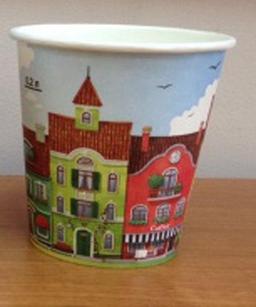 Стаканы одноразовые Huhtamaki Город, бумажные, 250 мл, 50 штVT-1520(SR)Одноразовые стаканы Huhtamaki Город изготовлены из ламинированной бумаги. Стаканы предназначены для подачи холодных напитков. Вы можете взять стаканы с собой на природу, в парк, на пикник и наслаждаться вкусными напитками. Несмотря на то, что стаканы бумажные, они очень прочные и не промокают. Диаметр (по верхнему краю): 8 см. Высота: 9 см.