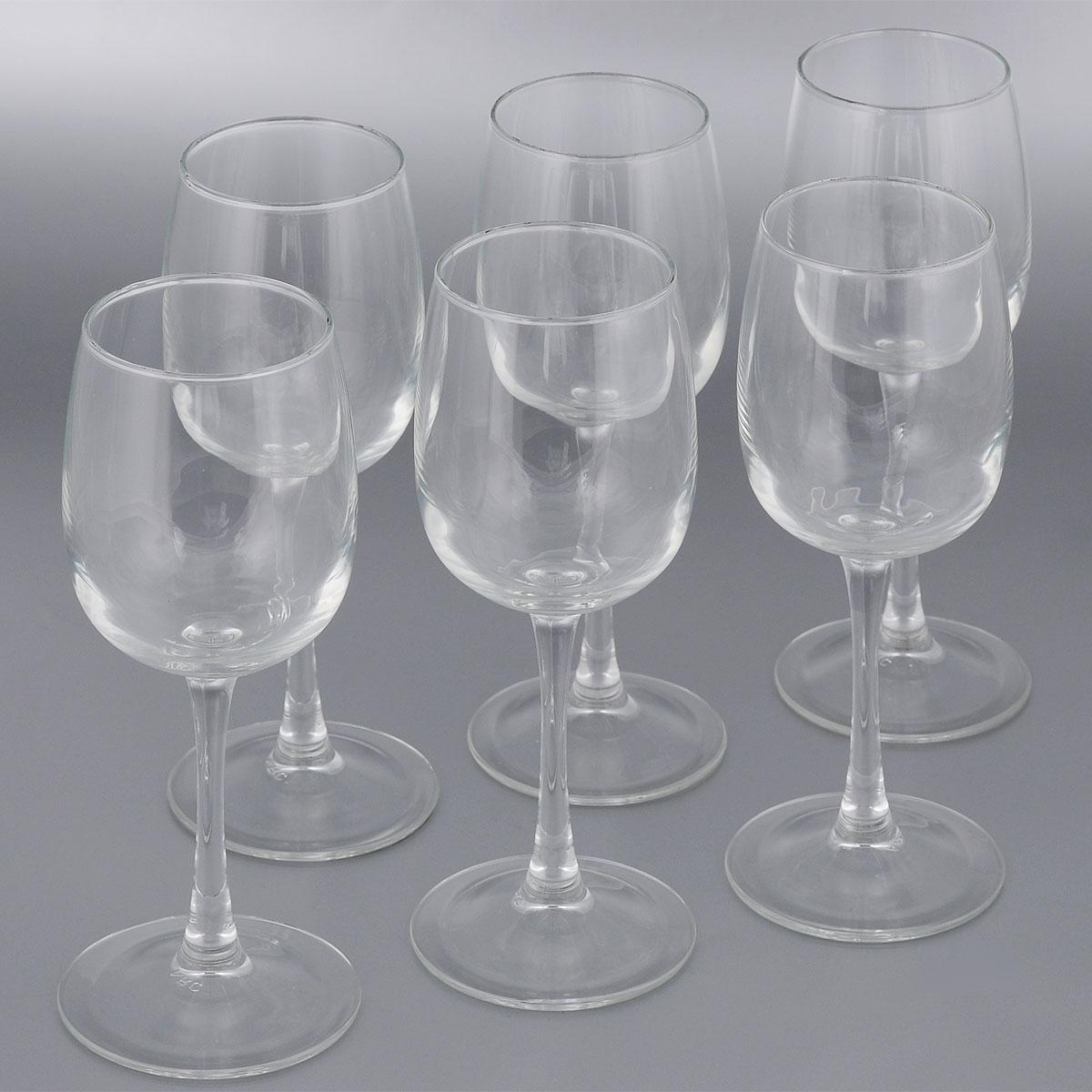 Набор бакалов для вина Luminarc Versailles, 360 мл, 6 штG1483Набор Luminarc Versailles состоит из шести классических бокалов, выполненных из прочного стекла. Изделия оснащены высокими ножками и предназначены для подачи вина. Они сочетают в себе элегантный дизайн и функциональность. Набор фужеров Versailles прекрасно оформит праздничный стол и создаст приятную атмосферу за романтическим ужином. Такой набор также станет хорошим подарком к любому случаю.Можно мыть в посудомоечной машине.Диаметр фужера (по верхнему краю): 6,5 см. Диаметр основания фужера: 7,5 см. Высота фужера: 21,5 см.