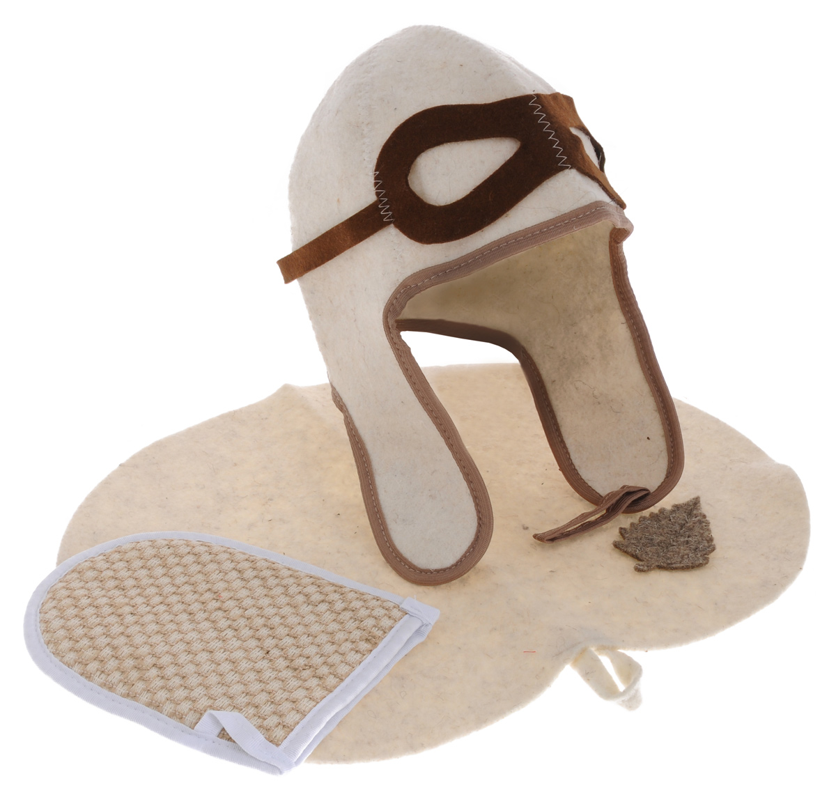 Набор для бани и сауны Главбаня Пилот, цвет: белый, коричневый, 3 предмета. Б32302531-301Набор для бани и сауны Главбаня Пилот состоит из необходимых аксессуаров, для того чтобы банный поход принес вам только радость. В набор входят: Шапка из войлока, выполненная в виде летного шлема. Это незаменимая вещь в парной. Она необходима для того, чтобы не перегреть голову. Мочалка средней жесткости из крапивы и хлопка. Оказывает нежное массажное и прекрасное отшелушивающее воздействие на кожу.Коврик из войлока, украшенный аппликацией в виде листочка. Он убережет вас от горячей полки и защитит в общественной бане. Размер коврика: 43 см х 31 см. Размер мочалки: 19 см х 15,5 см. Обхват головы: 64 см. Высота шапки: 34 см.