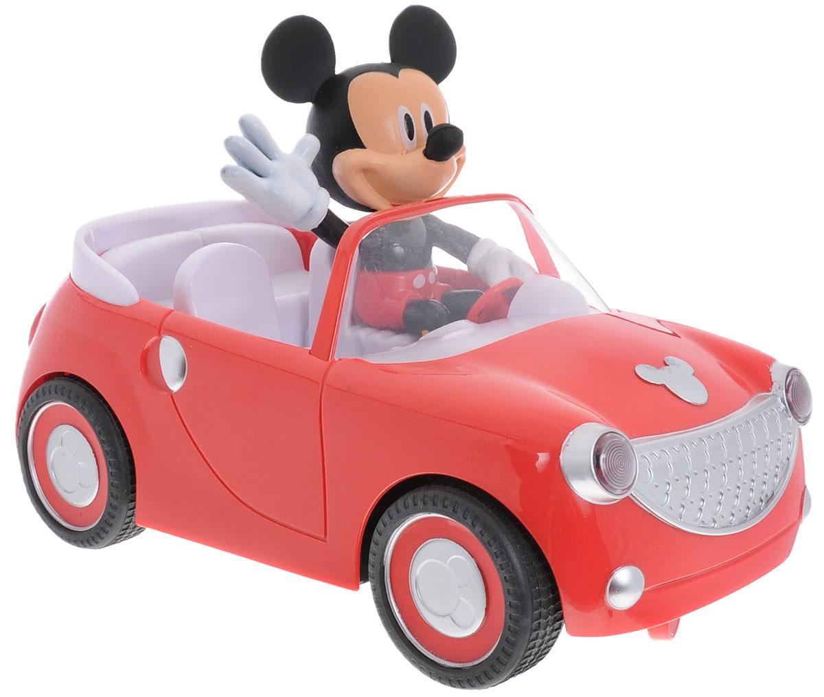 """Машина на радиоуправлении Jada """"Микки Маус"""" обязательно привлечет внимание вашего ребенка. Элементы наборы выполнены их прочных и безопасных для ребенка материалов. В наборе имеется: пульт управления, машинка, фигурка Микки Маус (несъемная). Машинка двигается вперед и поворачивает по часовой стрелке. С машиной под управлением знаменитого Микки Мауса ваш ребенок часами будет играть, придумывая различные истории и устраивая соревнования. Порадуйте его таким замечательным подарком! Для работы машины необходимо купить 3 батарейки типа АА (в комплект не входят). Для работы пульта управления необходимо докупить 2 батарейки типа ААА (в комплект не входят)."""