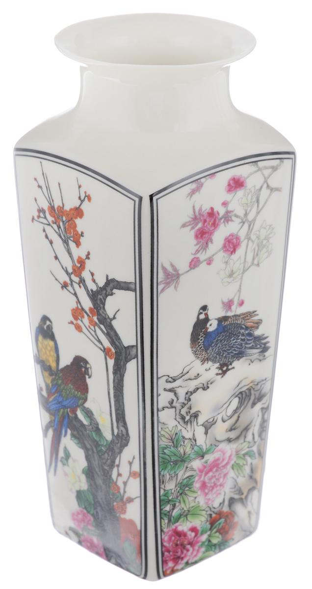 Ваза Elan Gallery Птицы в цветах, с круглым горлом, высота 20 смFS-80423Декоративная ваза Elan Gallery Птицы в цветах украсит ваш интерьер и будет прекрасным подарком для ваших близких! Изделие выполнено из высококачественного фарфора и оформлено 4 разными рисунками с каждой стороны. Оригинальный дизайн наполнит ваш дом праздничным настроением. Изделие имеет подарочную упаковку, поэтому станет желанным подарком для ваших близких!Диаметр по верхнему краю: 7 см.Размер дна: 6,2 см х 6,2 см.Высота вазы: 20 см.