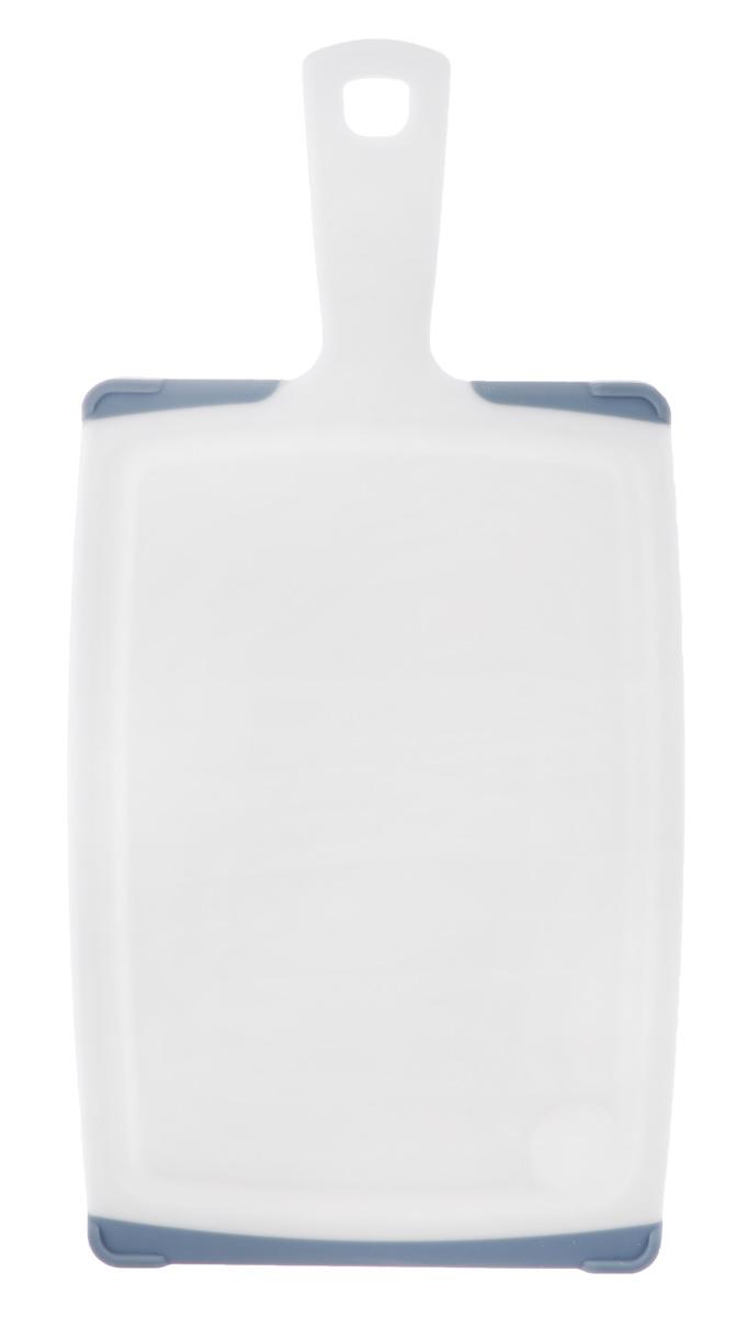 Доска разделочная Tescoma Cosmo, с ручкой, цвет: серый, белый, 35,5 х 18 см391602Разделочная доска Tescoma Cosmo, изготовленная из высококачественного прочного пластика, станет незаменимым атрибутом приготовления пищи. Она идеально подходит для разделки мяса, рыбы, приготовления теста и нарезки любых продуктов. А особый дизайн краев с желобком способствует задерживанию жидкостей и остатков продуктов. Изделие оснащено прорезиненными цветными вставками для предотвращения скольжения по столу. Доска предназначена для ежедневного интенсивного использования. Современный стильный дизайн и функциональность разделочной доски Tescoma Cosmo позволит занять ей достойное место на вашей кухне.Можно мыть в посудомоечной машине.Общий размер доски (с учетом ручки): 35,5 см х 18 см х 1,3 см.Длина ручки: 9,5 см.