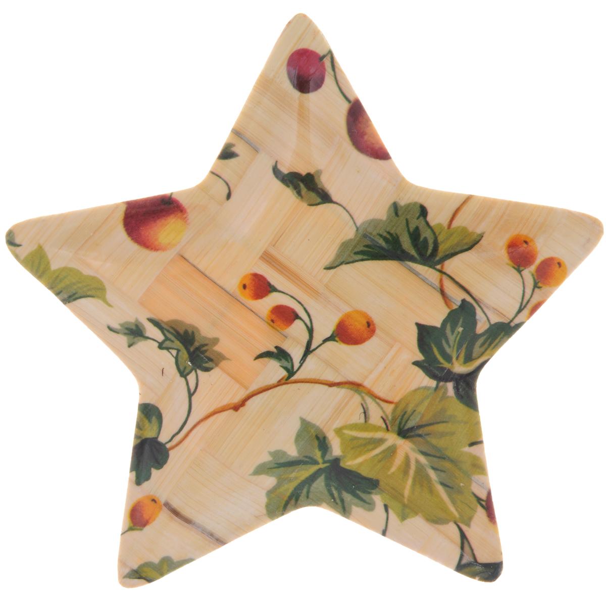 Тарелка Wanxie Звезда, цвет: бежевый, зеленый, 13,5 x 13,5 х 1 смJ8438Тарелка Wanxie Звезда изготовлена из бамбука в виде звезды. Блюдо прекрасно подходит для того, чтобы подавать небольшие кусочки фруктов, ягоды и многое другое. Невероятно легкое, но в то же время крепкое и экологически чистое блюдо - незаменимый и очень полезный аксессуар на кухне, а благодаря нежной расцветке подойдет к любому интерьеру. Посуда из бамбука - интересное решение для создания эксклюзивных и стильных кухонных интерьеров. Бамбук экологичен и безопасен для здоровья, не боится влаги, устойчив к перепадам температуры. Несмотря на легкость и изящество, изделие прочно и долговечно. Посуда из бамбука проста в уходе и красива.Размер тарелки по верхнему краю: 13,5 х 13,5 см.