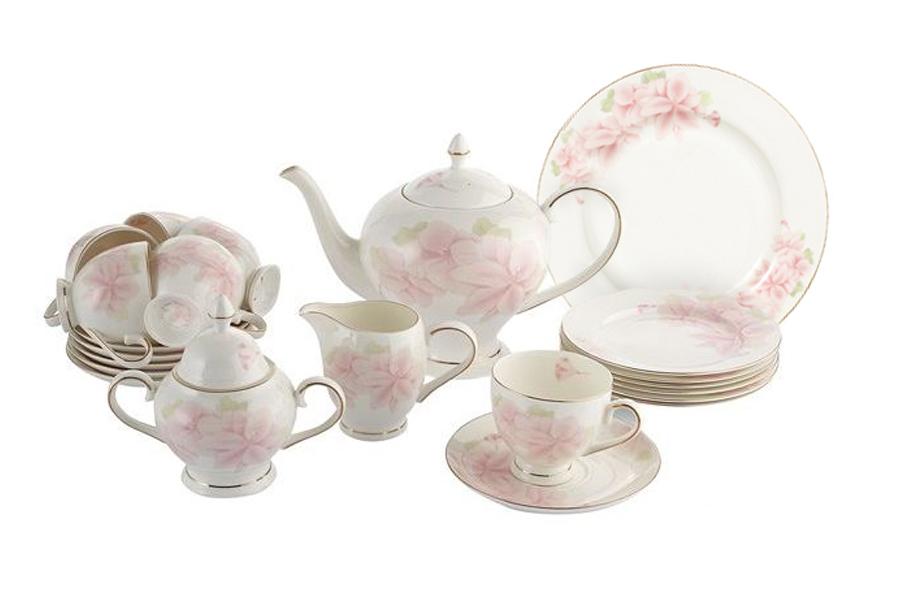 Чайный сервиз Розовые цветы 40 предметов на 12 персон. E5-HV004011/40-AL530040Чайная и обеденная столовая посуда торговой марки Emerald произведена из высококачественного костяного фарфора. Благодаря высокому качеству исполнения, разнообразным декорам и оптимальному соотношению цена – качество, посуда Emerald завоевала огромную популярность у покупателей и пользуется неизменно высоким спросом. Поверхность изделий покрыта превосходной сверкающей глазурью, не содержащей свинца.