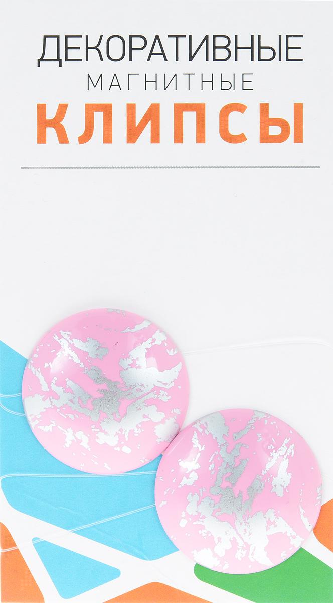 Клипсы магнитные для штор SmolTtx Размытие, с леской, цвет: розовый, серебристый, длина 33,5 см, 2 шт100-49000000-60Магнитные клипсы SmolTtx Размытие предназначены для придания формы шторам. Изделие представляет собой соединенные леской два элемента, на внутренней поверхности которых расположены магниты.С помощью такой клипсы можно зафиксировать портьеры, придать им требуемое положение, сделать складки симметричными или приблизить портьеры, скрепить их.Следует отметить, что такие аксессуары для штор выполняют не только практическую функцию, но также являются одной из основных деталей декора, которая придает шторам восхитительный, стильный внешний вид. Длина клипсы: 33,5 см. Диаметр клипсы: 3,5 см.
