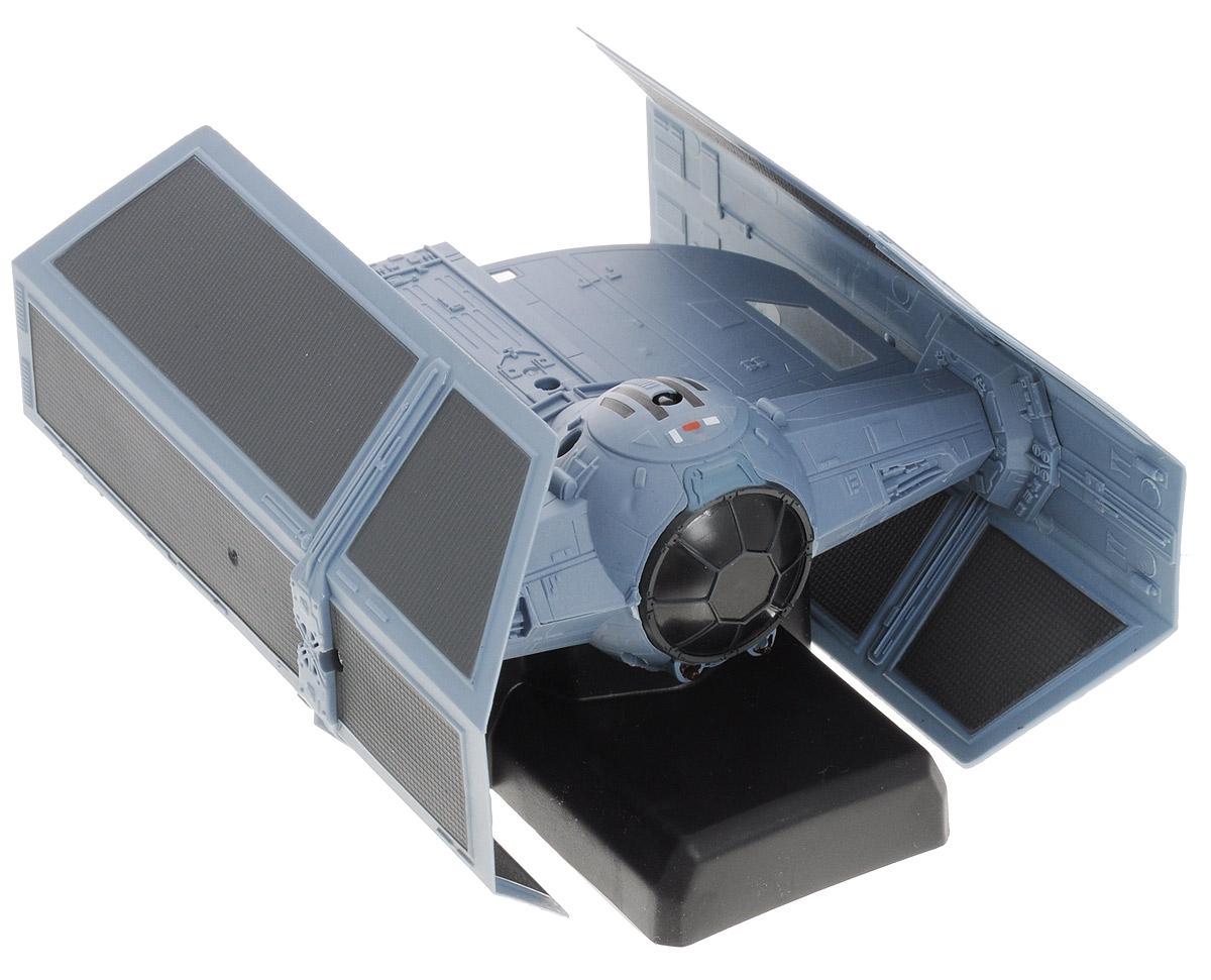 """Радиоуправляемая модель Air Hogs """"Звездные войны: TIE Fighter"""" обязательно привлечет внимание и взрослого, и ребенка, и несомненно понравится любому поклоннику знаменитой космической саги """"Звездные войны"""". Игрушка выполнена в виде корабля TIE Fighter - незабываемого символа имперского флота. Модель изготовлена из прочного пластика, имеет прорезиненные колесики, которые обеспечивают надежное сцепление с поверхностью, и дополнена лампочками со световыми эффектами. Игрушка может перемещаться не только по вертикальным, но и по горизонтальным поверхностям, она двигается вперед, дает задний ход, поворачивает влево и вправо, останавливается. В комплект также входит лист со светящимися в темноте стикерами. Ваш ребенок часами будет играть с моделью, придумывая различные истории и устраивая соревнования. Порадуйте его таким замечательным подарком! Для работы пульта управления требуются 6 батарей типа АА (не входят в комплект)."""