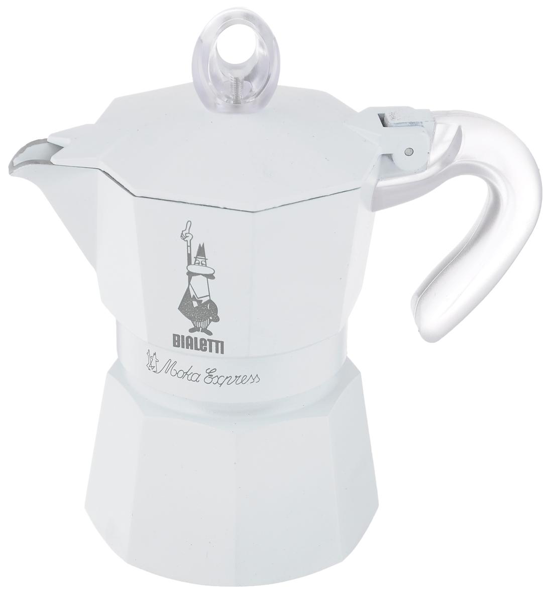 Кофеварка гейзерная Bialetti Moka Glossy, цвет: белый, на 3 чашкиVT-1520(SR)Компактная гейзерная кофеварка Bialetti Moka Glossy изготовлена из высококачественного алюминия. Объема кофе хватает на 3 чашки. Изделие оснащено удобной пластиковой ручкой.Принцип работы такой гейзерной кофеварки - кофе заваривается путем многократного прохождения горячей воды или пара через слой молотого кофе. Удобство кофеварки в том, что вся кофейная гуща остается во внутренней емкости. Гейзерные кофеварки пользуются большой популярностью благодаря изысканному аромату. Кофе получается крепкий и насыщенный. Теперь и дома вы сможете насладиться великолепным эспрессо. Подходит для газовых, электрических и стеклокерамических плит. Нельзя мыть в посудомоечной машине. Высота (с учетом крышки): 17 см.