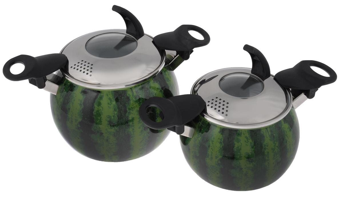 Набор кастрюль Elros Water-melon, с крышками, 4 предмета391602Набор эмалированной посуды Elros Water-melon состоит из двух кастрюль разного объема с крышками со сливными отверстиями. Посуда выполнена из высококачественной стали, покрытой эмалью. Корпус кастрюль оформлен рисунком. Изделия оснащены складными ручками.Особенности посуды:Безопасность. Стеклоэмаль инертна и устойчива к пищевым кислотам, не вступает во взаимодействие с продуктами и не искажает их вкуса. Обеспечивает безопасность приготовления и хранения пищи.Гипоаллергенность. Эмалевое покрытие, являясь стекольной массой, не вызывает аллергию и надежно защищает пищу от контакта с металлом.Долговечность. Многослойное эмалевое покрытие - долговечный материал. Оно устойчиво к механическому воздействию, не царапается и не стирается, а стальная основа практически не подвержена механической деформации, благодаря чему срок эксплуатации увеличивается.Оригинальность. Эксклюзивный дизайн позволяет кастрюлям отлично смотреться в разнообразных кухонных интерьерах.Объем кастрюль: 2 л, 3,5 л.Диаметр кастрюль по верхнему краю: 13,5 см х 15,5 см.Высота стенок кастрюль: 13 см, 15 см.Толщина стенок кастрюль: 1 мм.Толщина дна кастрюль: 2 мм.