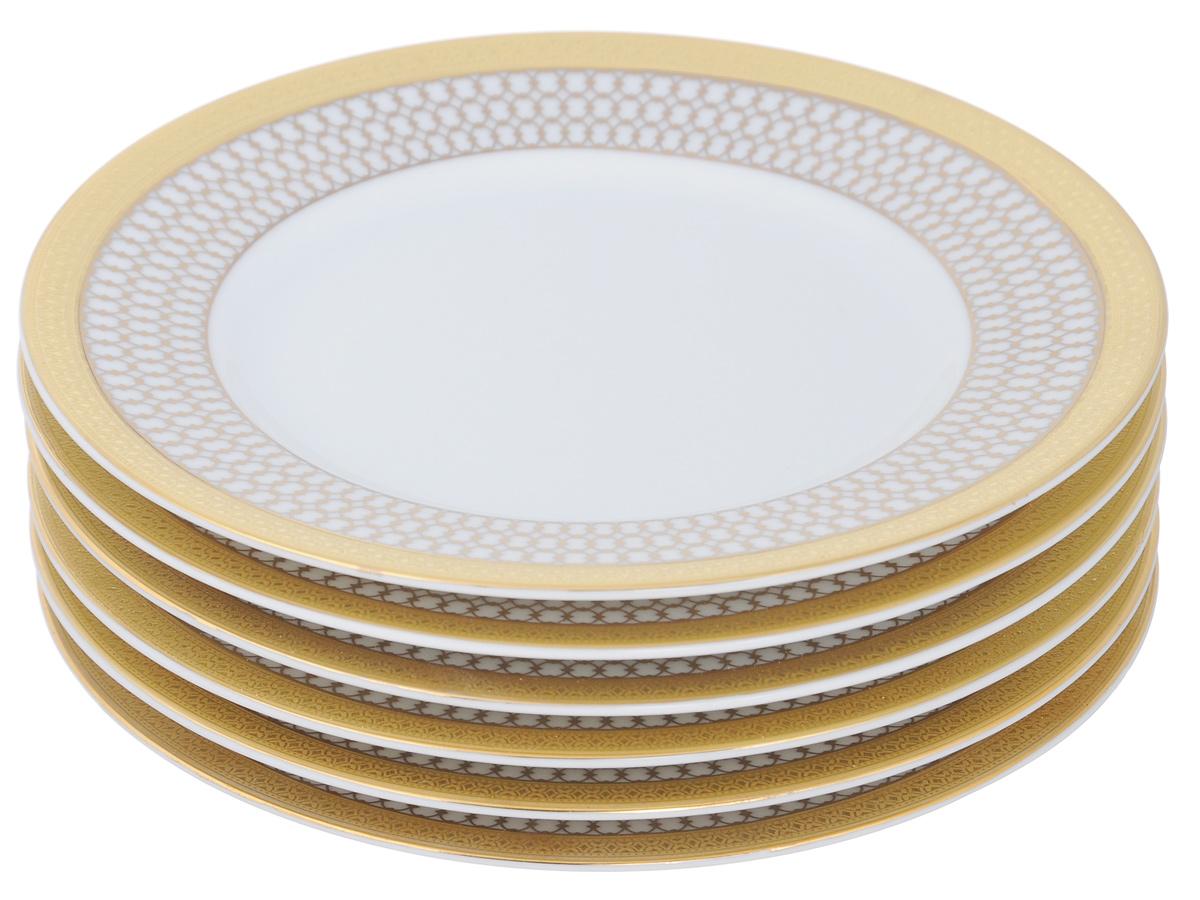 Набор тарелок Yves De La Rosiere Victoire Or, диаметр 15,5 см, 6 шт115510Набор Yves De La Rosiere Victoire Or состоит из шести тарелок, изготовленных из высококачественного фарфора. Яркий дизайн придется по вкусу и ценителям классики, и тем, ктопредпочитает утонченность и изысканность. Он настроит на праздничный лад иподарит хорошее настроение с самого утра. Набор столовой посуды - идеальный и необходимый подарок для вашихдрузей в праздники, юбилеи и торжества! Он также станет отличнымкорпоративным подарком и украшением любой кухни. Диаметр тарелки (по верхнему краю): 15,5 см.