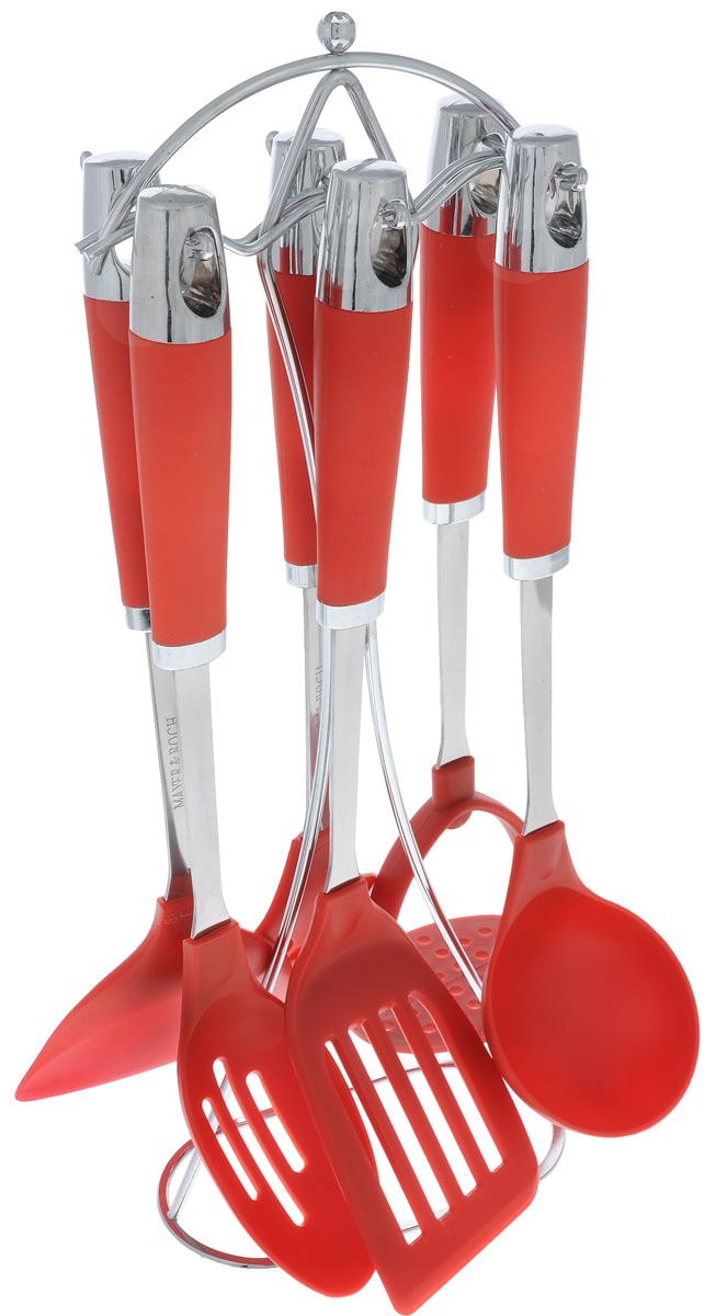 Набор кухонных принадлежностей Mayer&Boch, цвет: металлик, красный, 7 предметов54 009312Набор кухонных принадлежностей Mayer & Boch станет незаменимым помощником на кухне, поскольку в набор входят самые необходимые кухонные аксессуары: шумовка, лопатка с прорезями, половник, картофелемялка, ложка с прорезями, лопатка. Для приборов предусмотрена элегантная металлическая подставка. Ручки изделий, выполненные из пластика, оснащены отверстием для подвешивания на крючок. Рабочие поверхности также выполнены из пластика.Размер подставки: 15 см х 8 см х 40 см.Длина половника: 32 см.Диаметр рабочей поверхности половника: 8 см.Длина лопатки с прорезями: 35 см.Размер рабочей поверхности лопатки с прорезями: 12 см х 7,5 см.Длина ложки: 33,5 см.Размер рабочей поверхности ложки: 10 см х 5,5 см.Длина лопатки: 33 см.Размер рабочей поверхности лопатки: 10 см х 9,5 см.Длина шумовки: 34 см.Размер рабочей поверхности шумовки: 11 см х 10 см.Длина картофелемялки: 32 см.Размер рабочей поверхности картофелемялки: 9,5 см х 7 см.